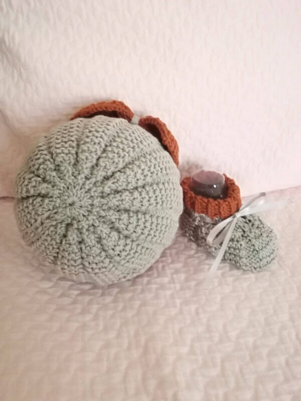 Handknitted baby hat and shoes - product image 2