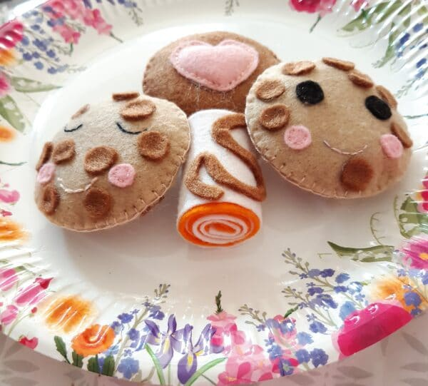 Handmade felt set of cookies and cake play food - main product image