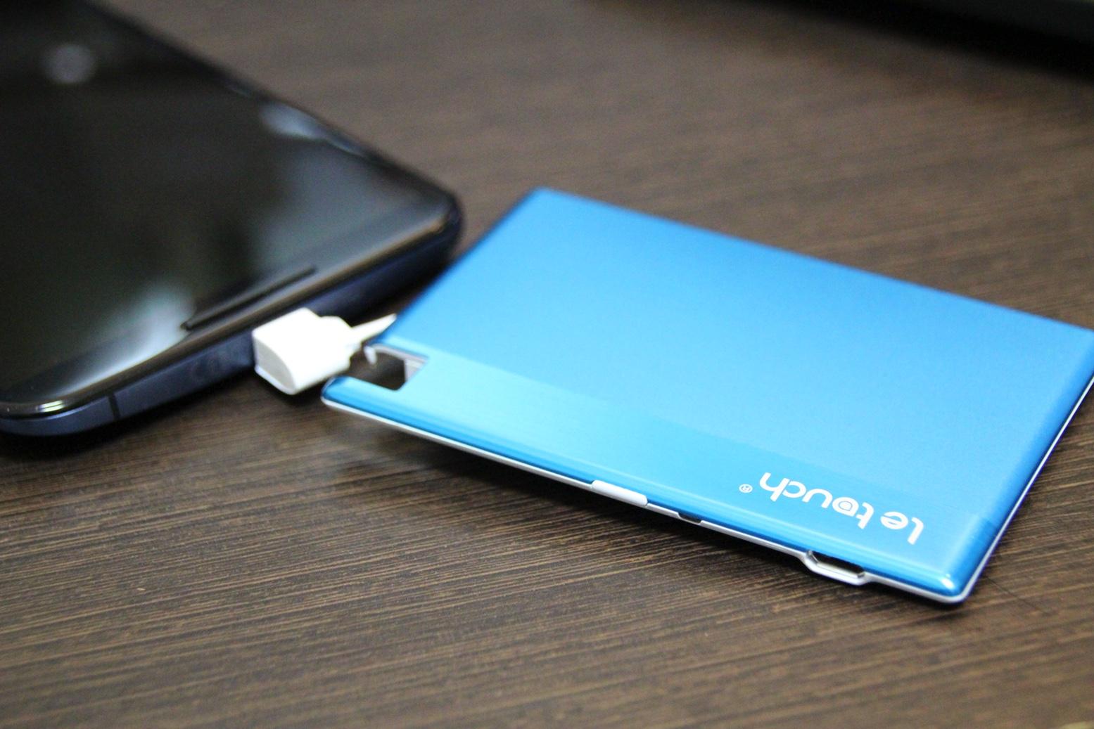 財布に入る超薄型カードサイズ『Letouch 1350mAhモバイルバッテリー』レビュー