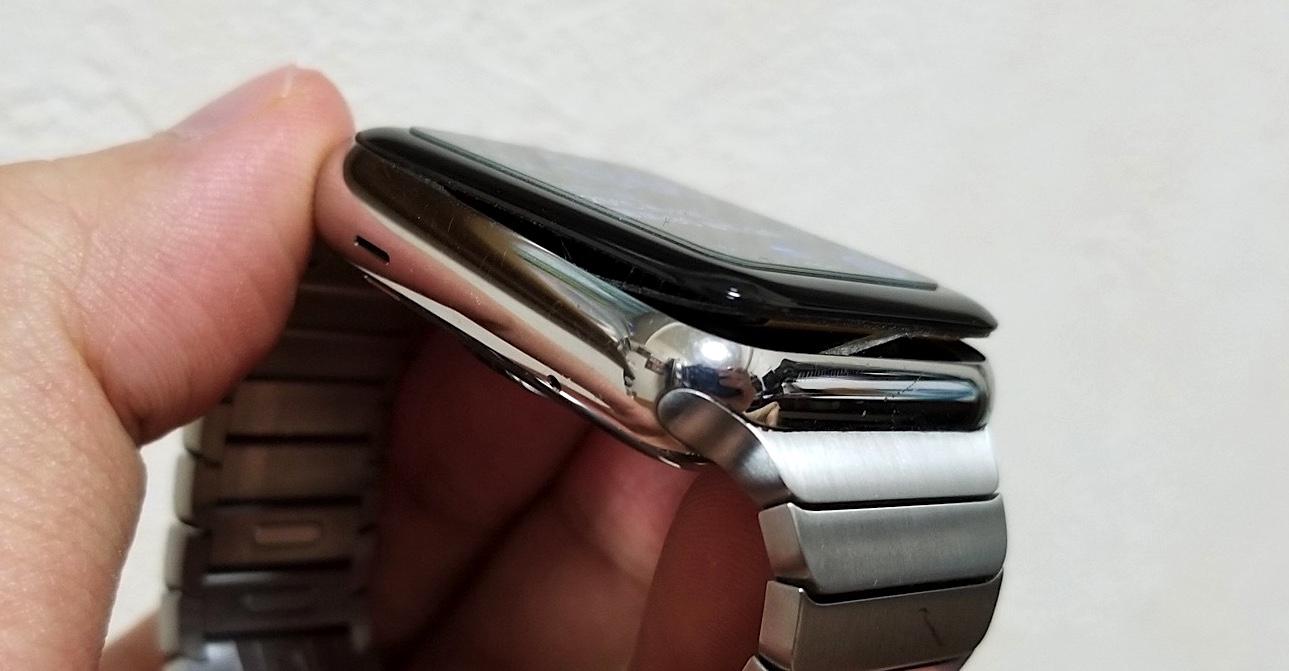 初代Apple Watchのバッテリーが膨張してディスプレイがはがれた件