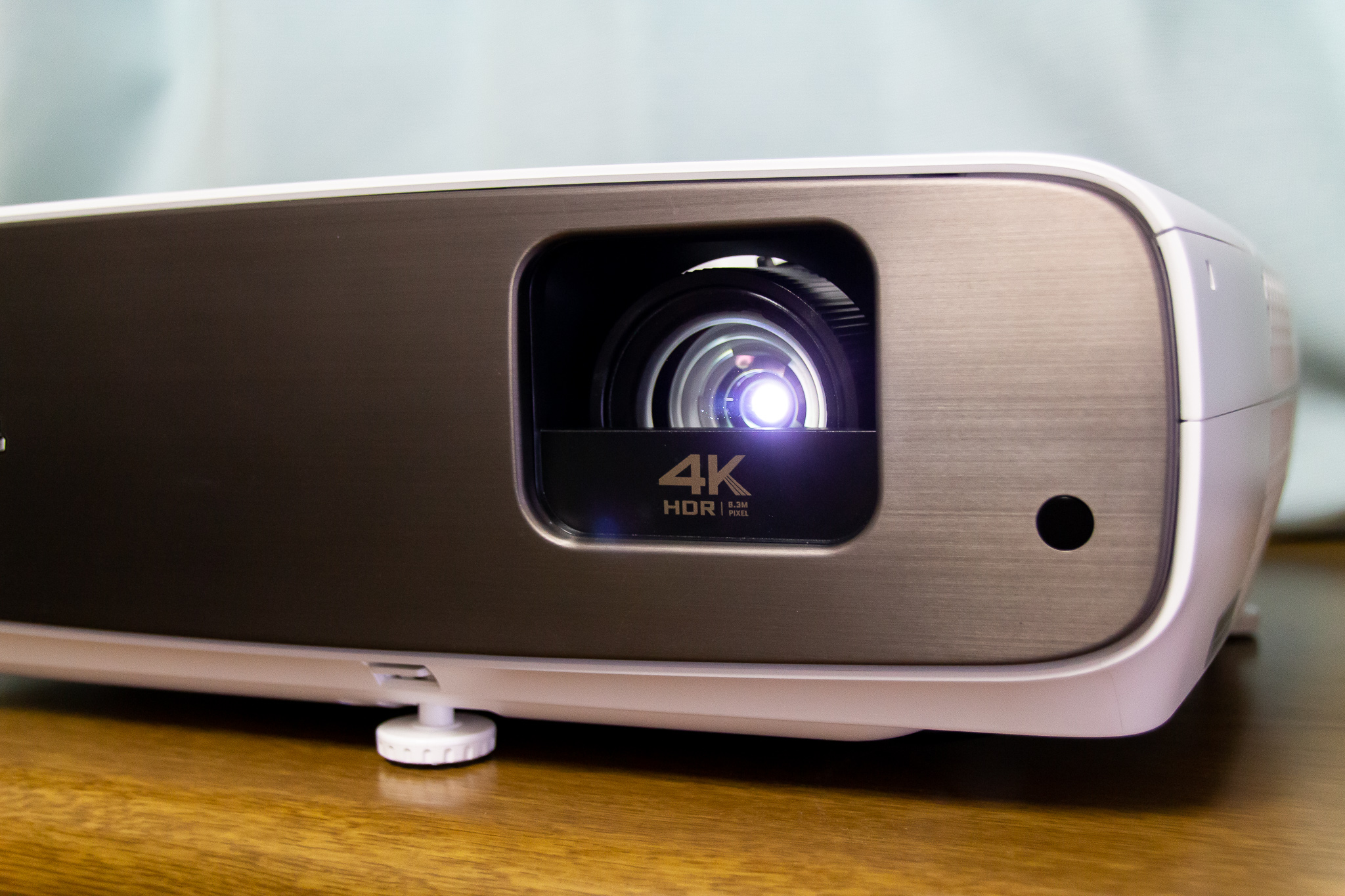 圧倒的没入感。短焦点4K HDRプロジェクター『BenQ HT3550』ゲームと映画を大画面で堪能【AD】