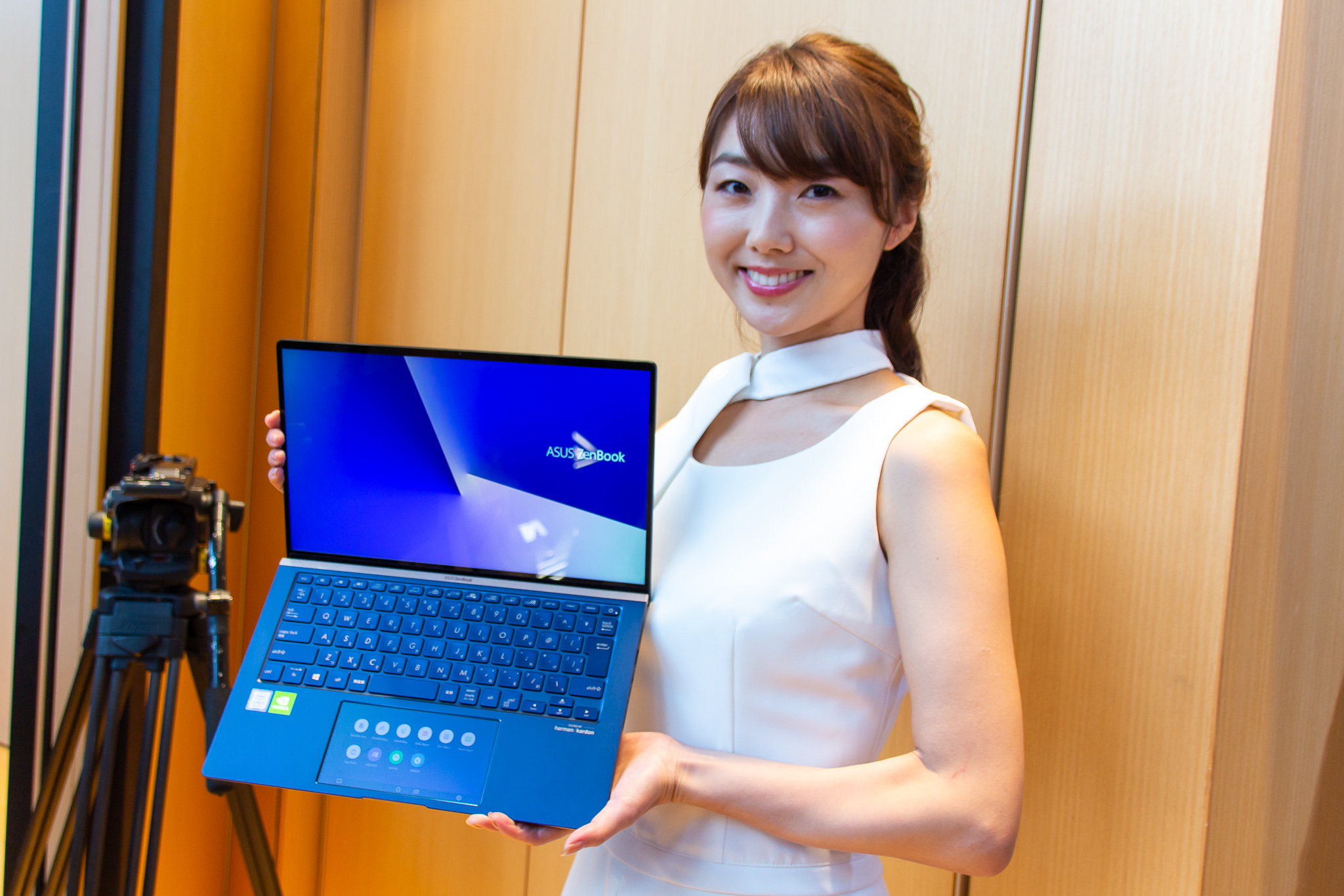 スリムなボディに妥協のないパフォーマンス「ZenBook 14」「ZenBook 15」タッチ&トライ