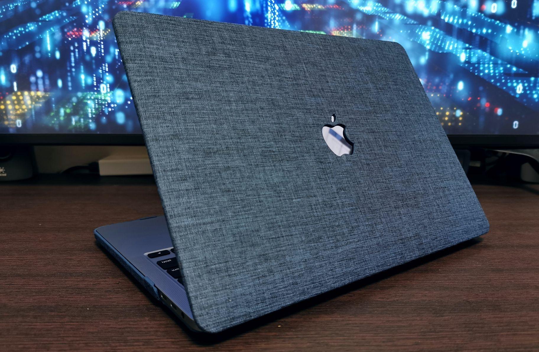 ナイロン素材が良い感じ。MacBook Pro 13インチ(2020)でも使えるBelkのハードケース