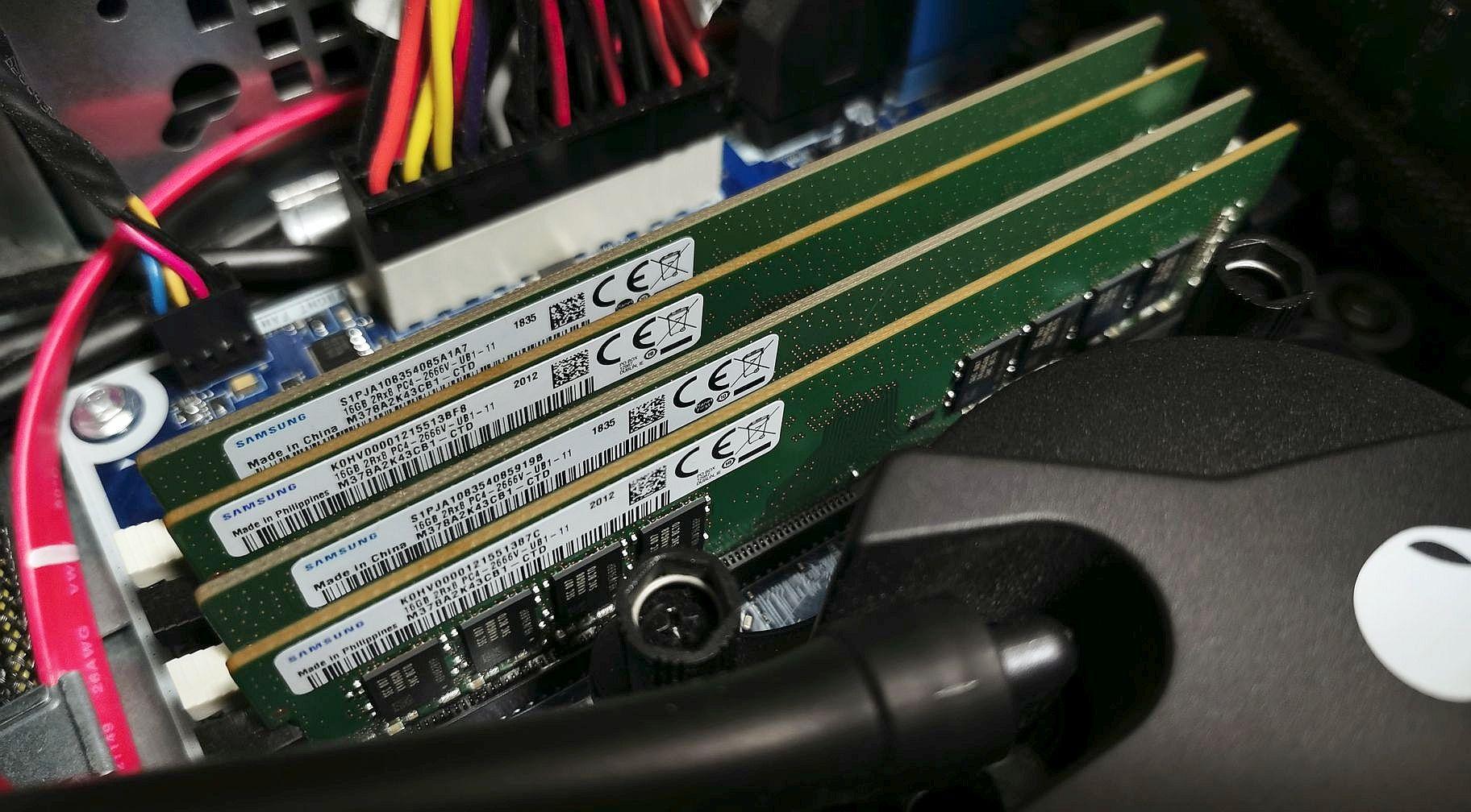 Alienware Aurora R7のメモリを64GBに増設した