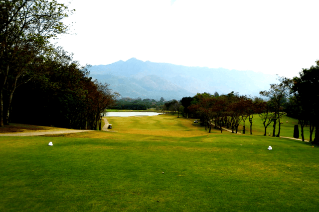 SIR JAMES COUNTRY CLUB