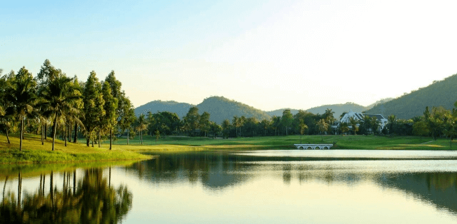 THE MAJESTIC CREEK COUNTRY CLUB
