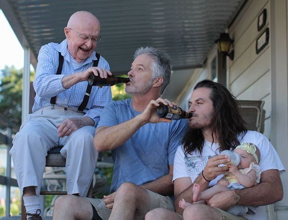 Potret Keluarga Bahagia dari Berbagai Genereasi