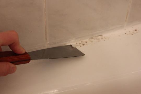 Sigillare Vasca Da Bagno.How To Recaulk A Bathtub Apartment Therapy