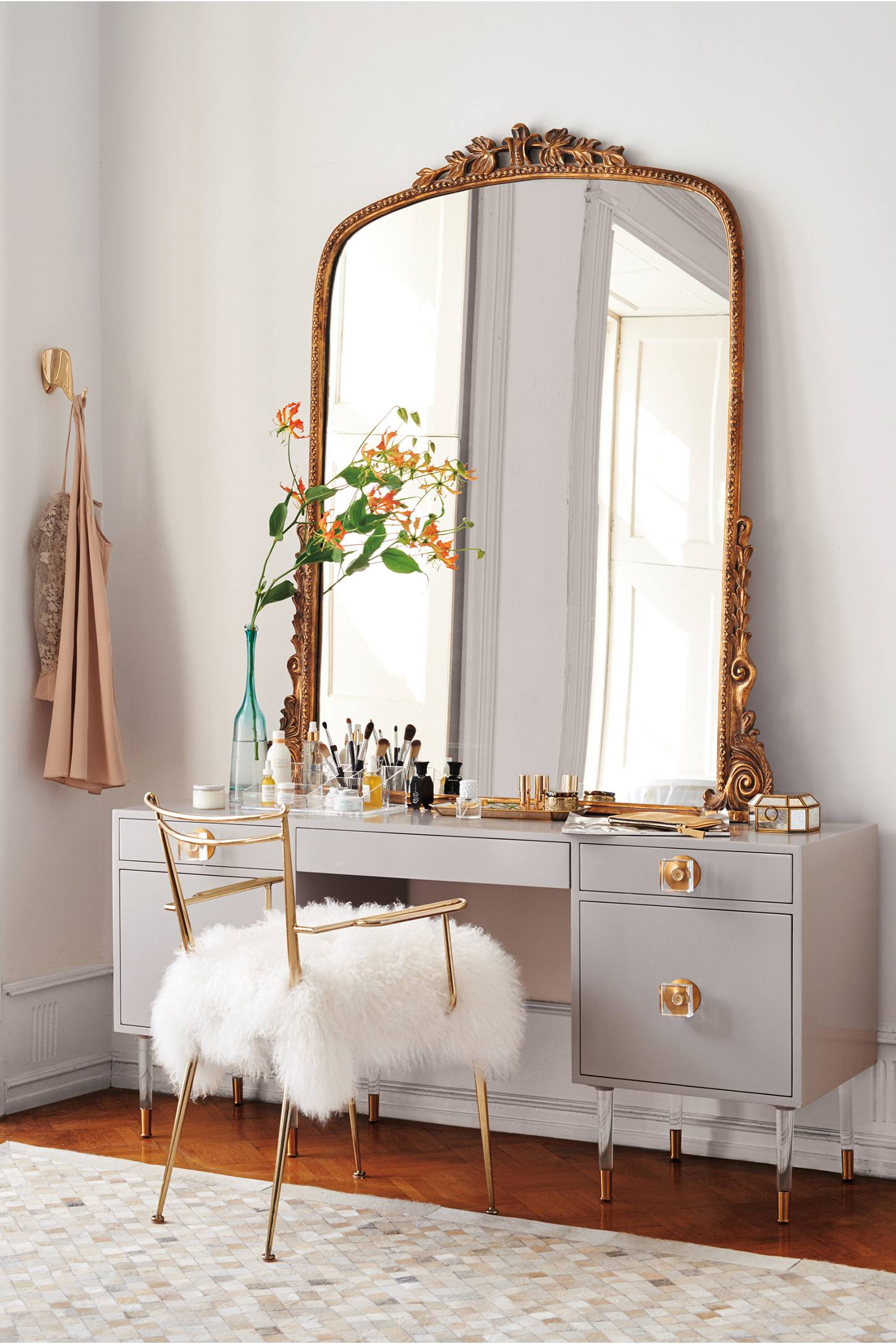 You Re So Vain Finding The Perfect Vanity For Your Inner Diva Apartment Therapy