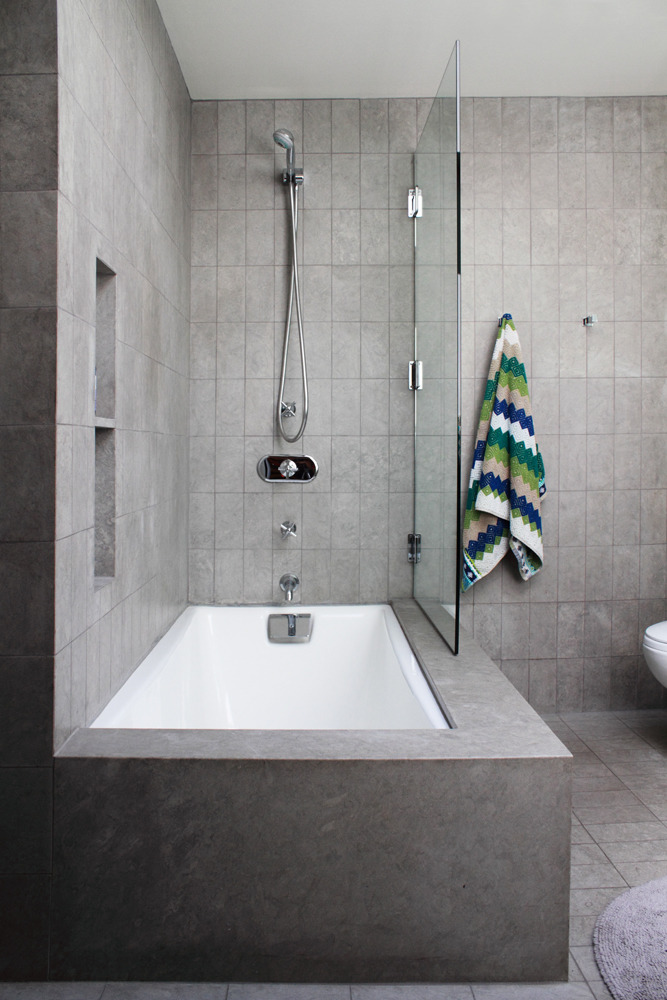 Bathtub Shower Combo Apartment Therapy, Small Bathroom Ideas With Tub And Shower