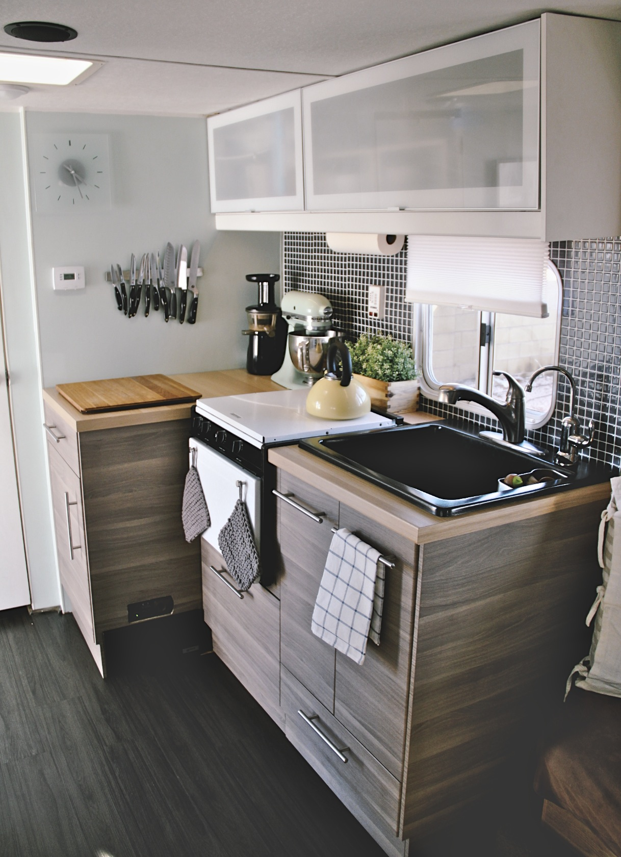 Small Space Solutions From Campers Trailers Apartment
