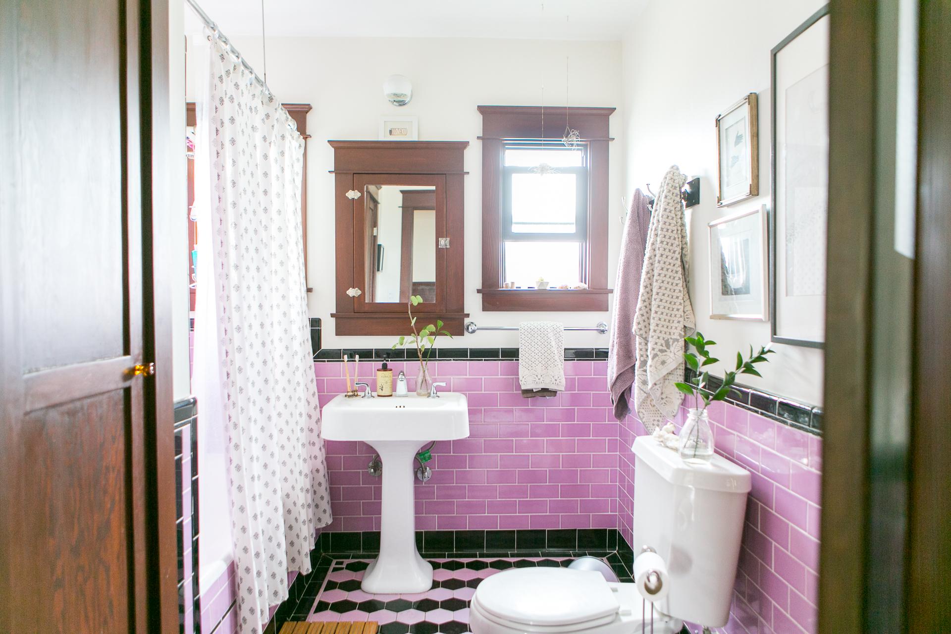 Inspiring Bathrooms With Vintage Tile