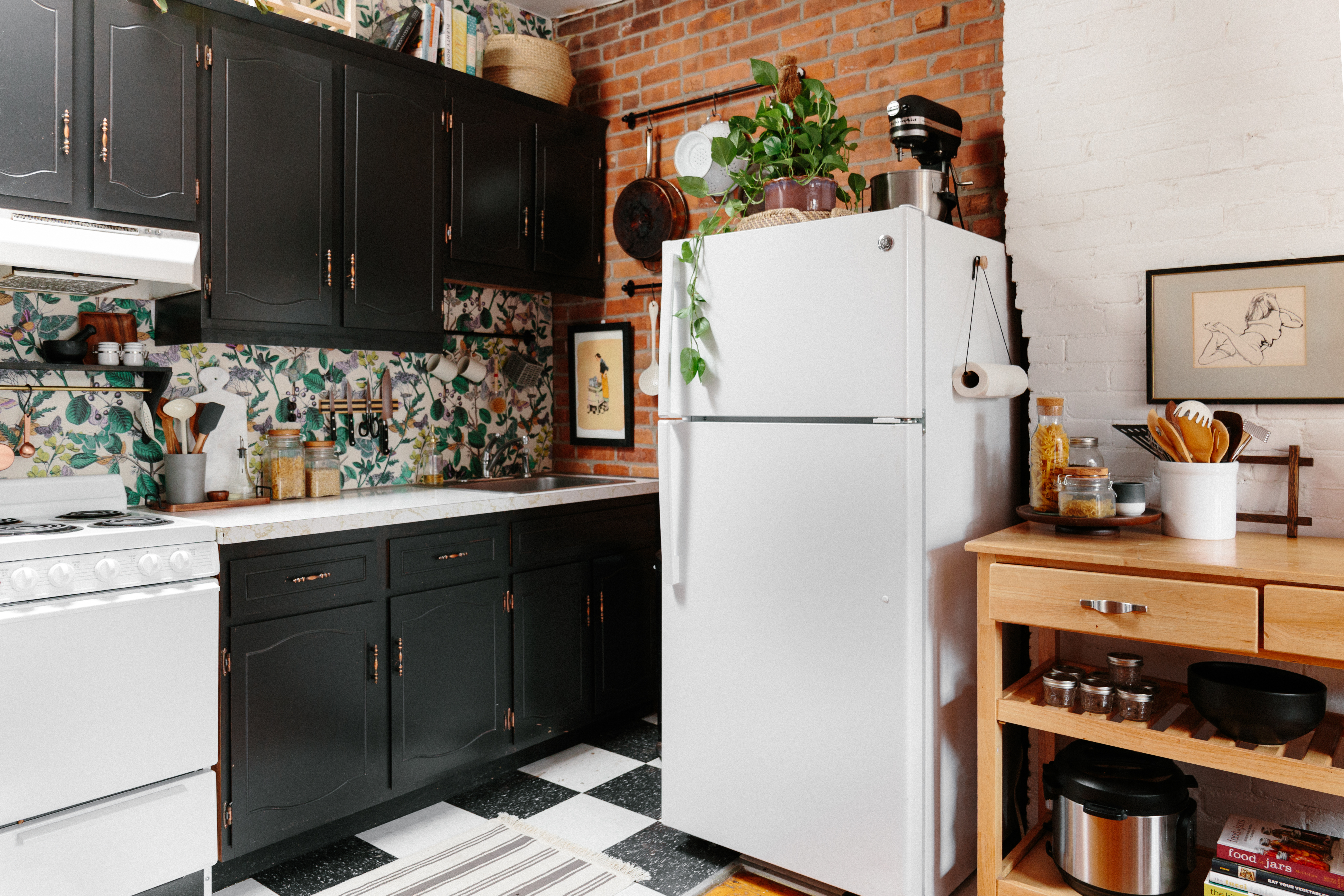 Simple 5 Minute Projects Are The Secret To This Small Kitchen S Success
