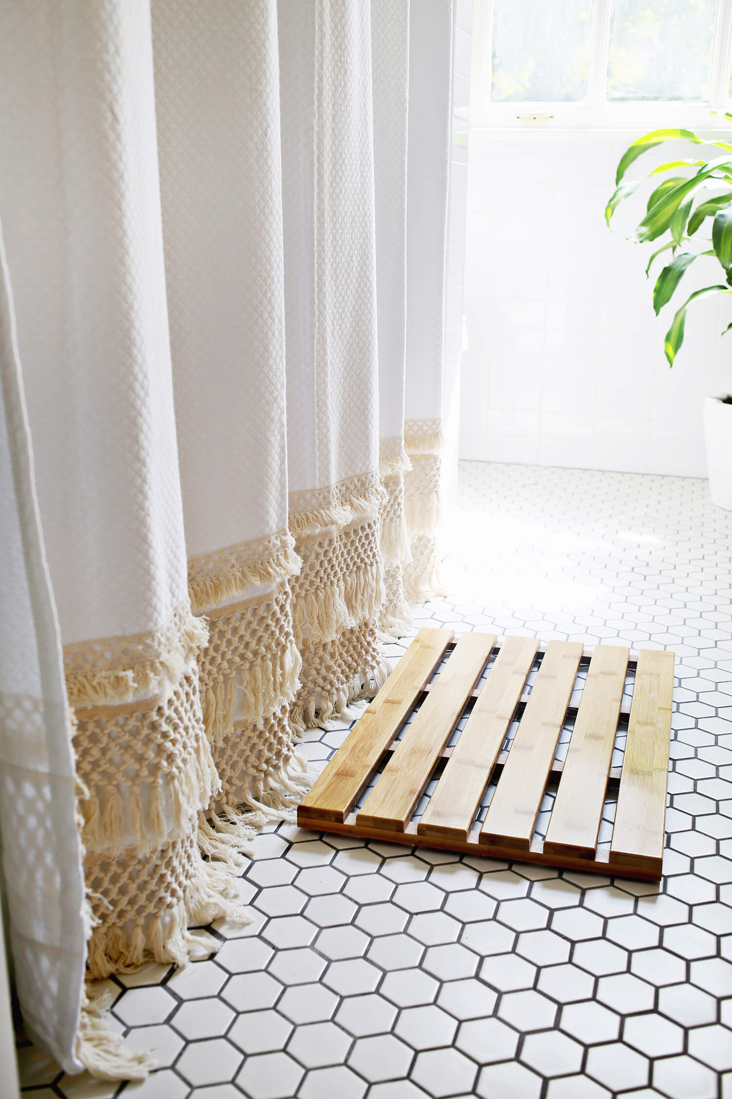 We Re Loving Fringe 8 Projects That Show How To Use It Now Apartment Therapy
