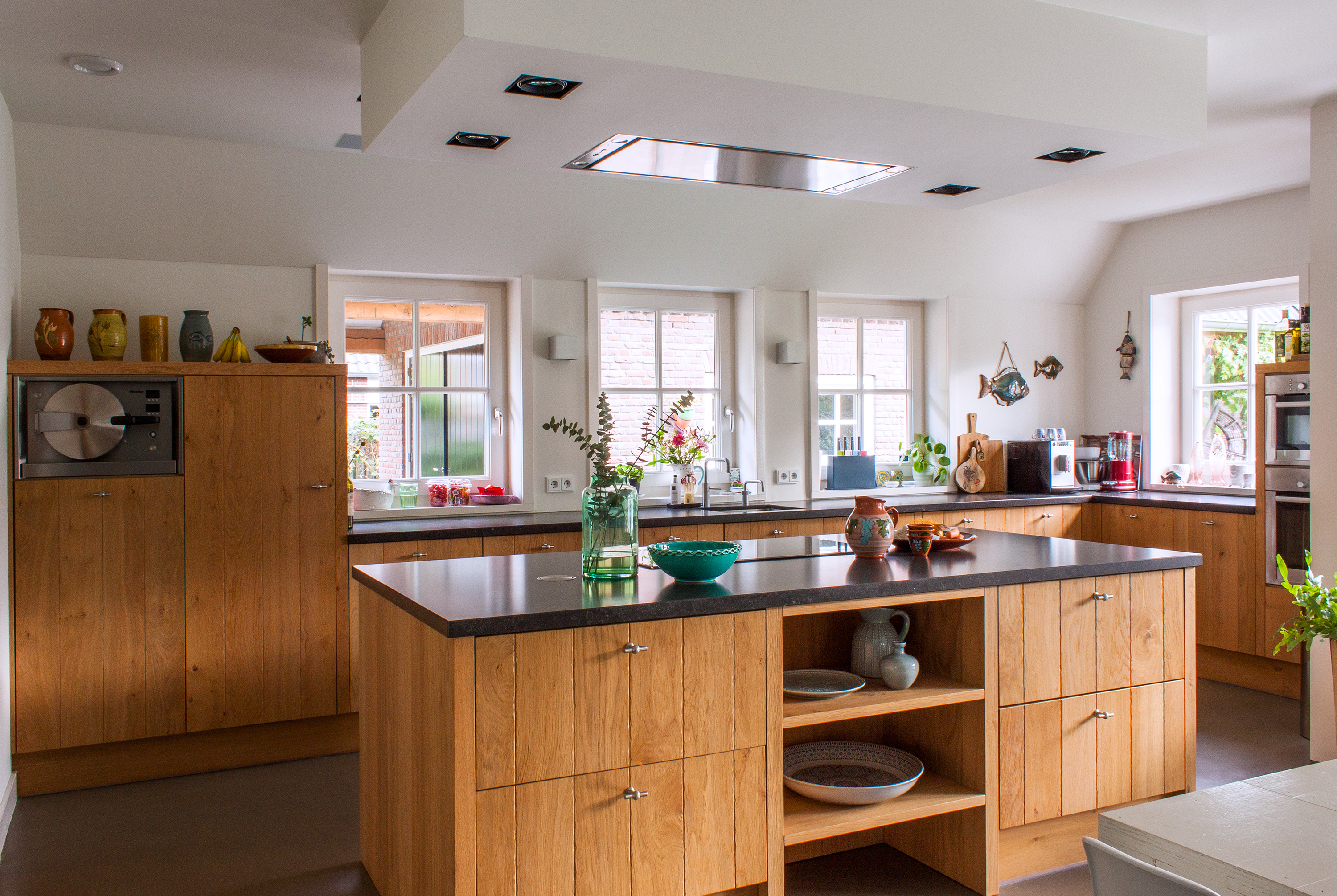 6 Modern Kitchens Rocking Natural Wood Cabinets | Apartment ...