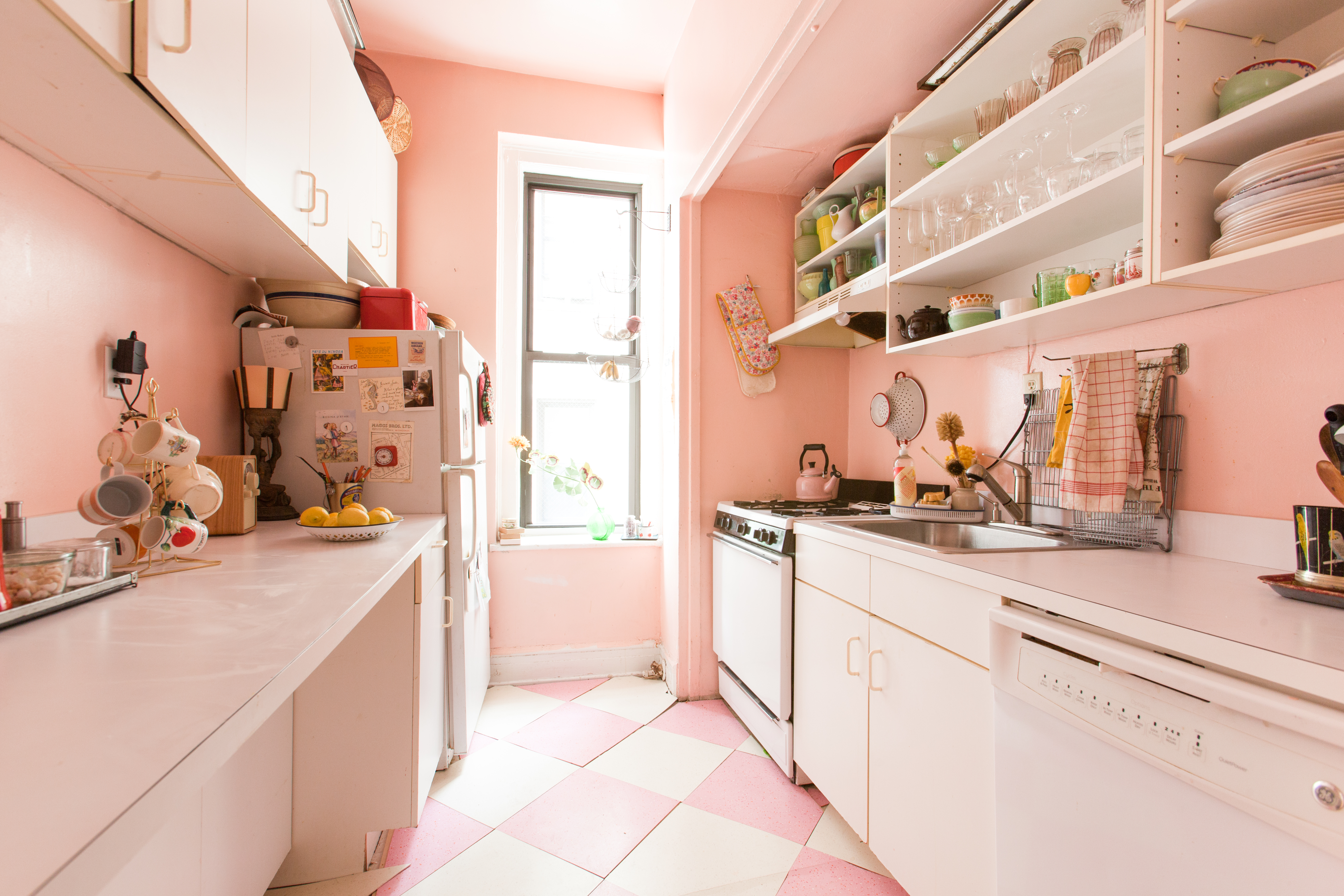 12 Perfectly Pink Kitchens That Knock It Out Of The Park Apartment Therapy
