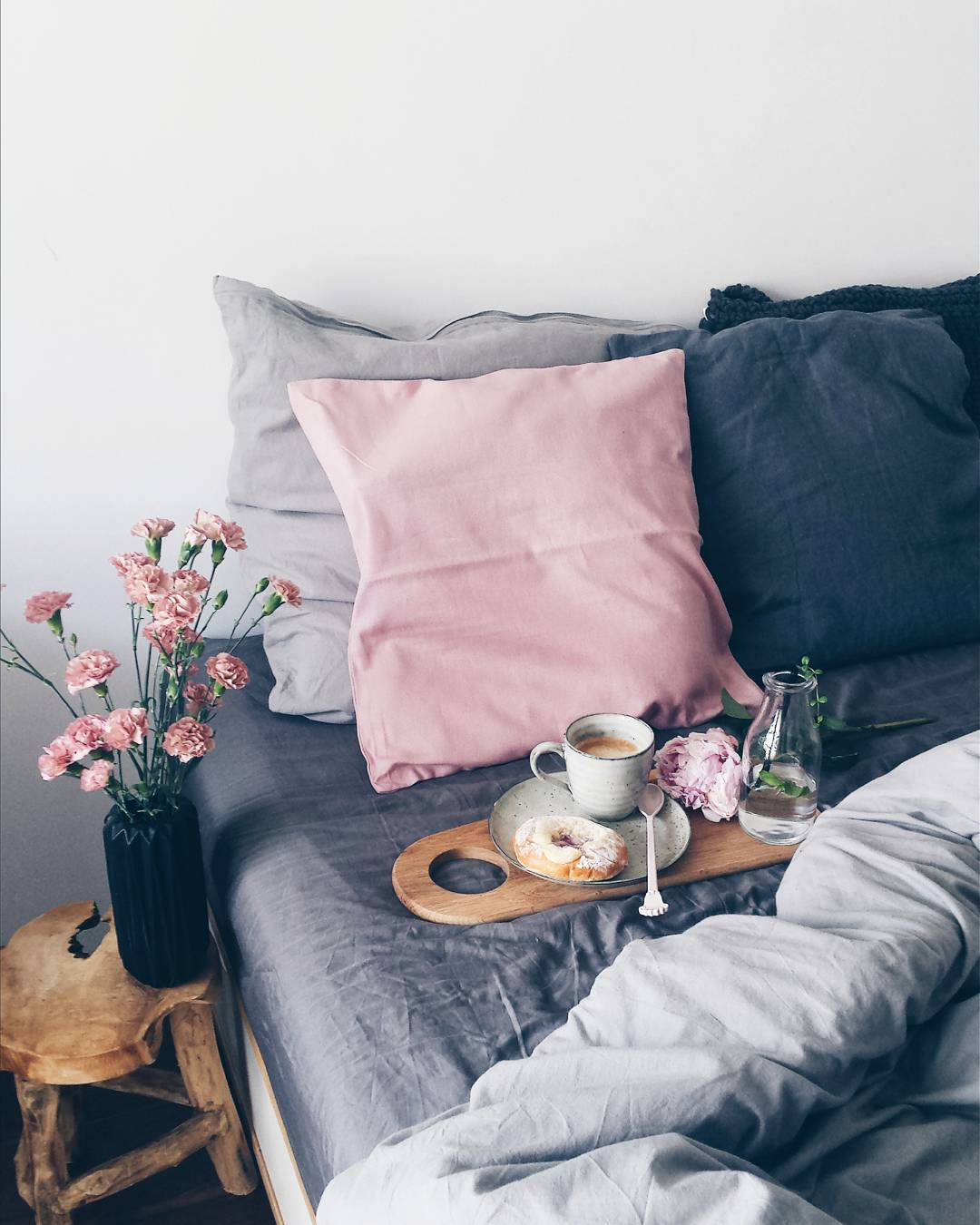 Color Trend: How to Decorate with Blush Pink & Dark Blue | Apartment ...