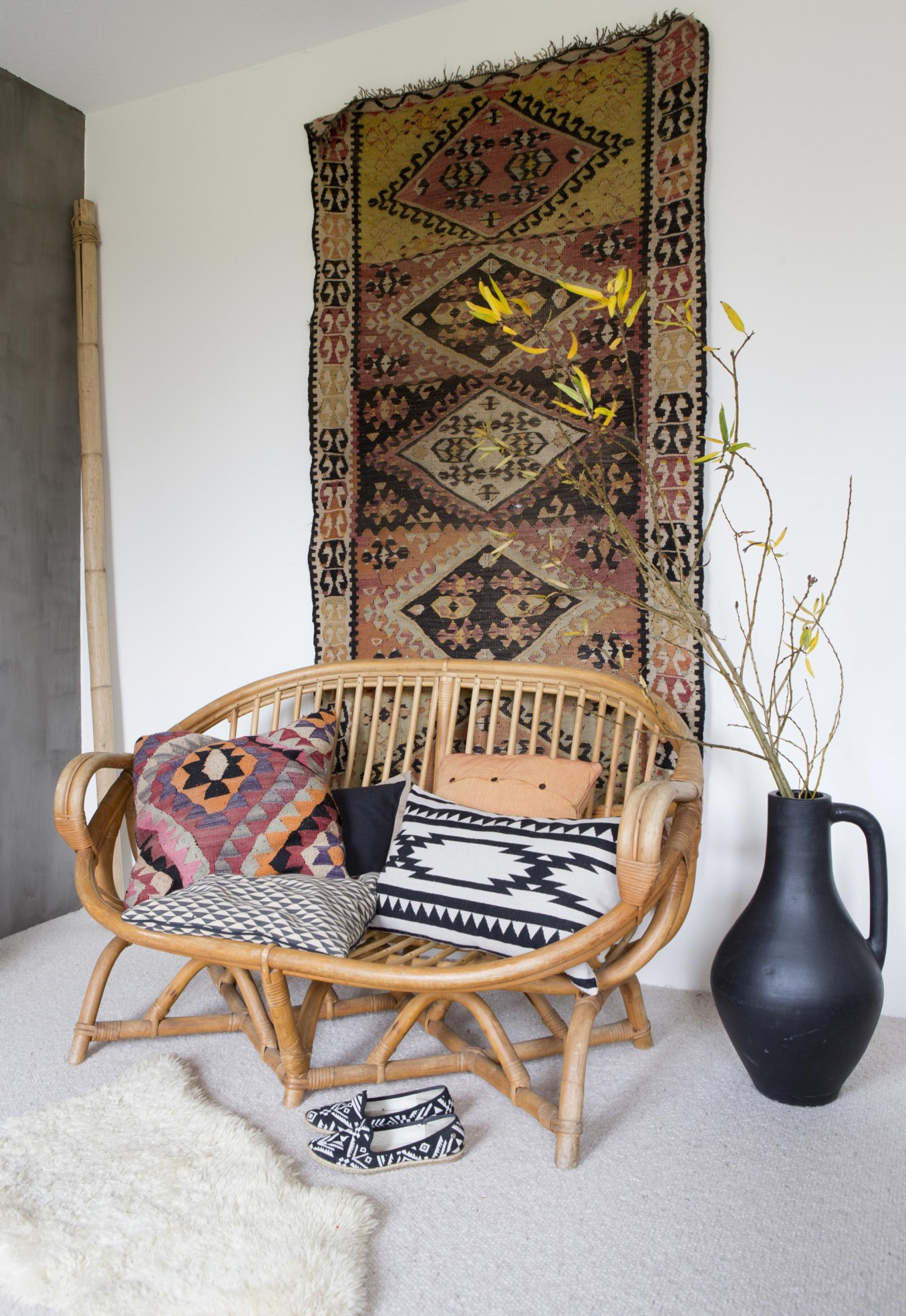 Tips Ideas For How To Use Rugs As Wall Decor Apartment