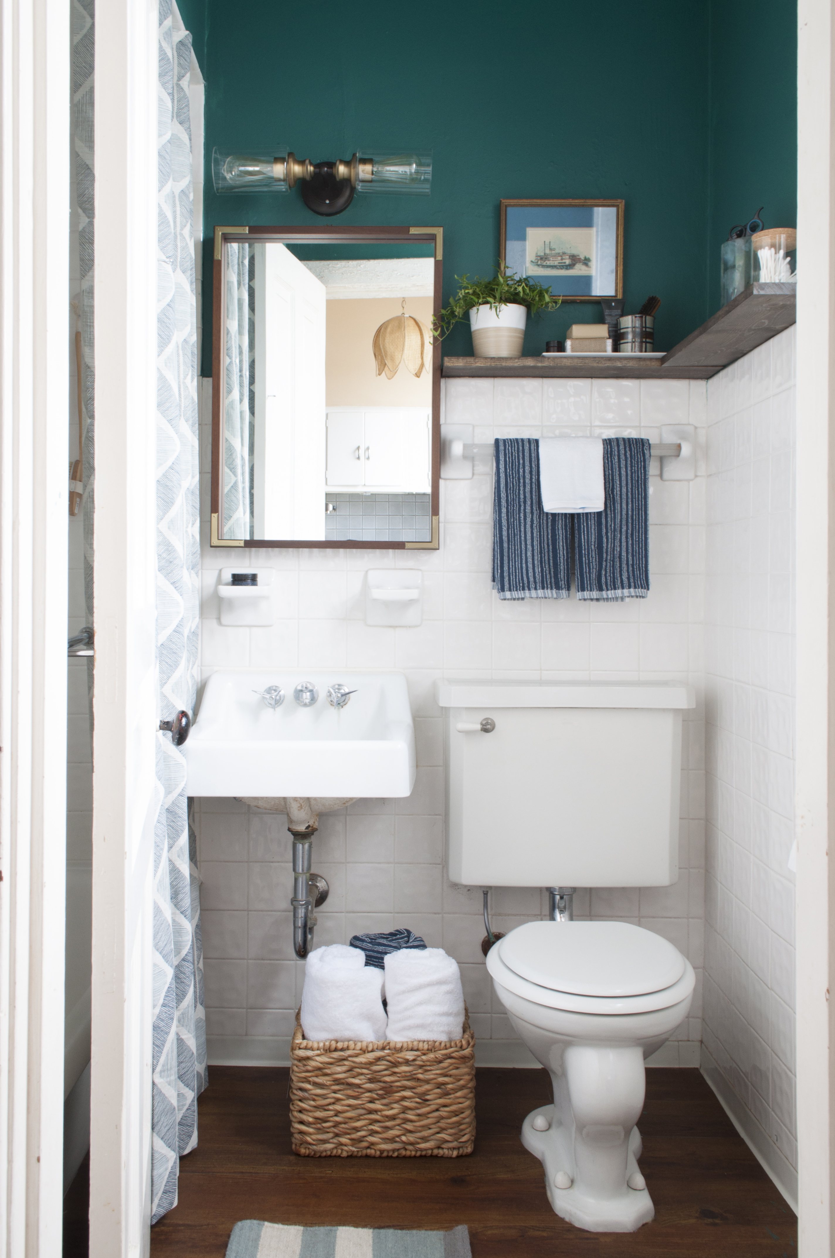 10 Stylish Solutions for Ugly Rental Bathrooms | Apartment Therapy