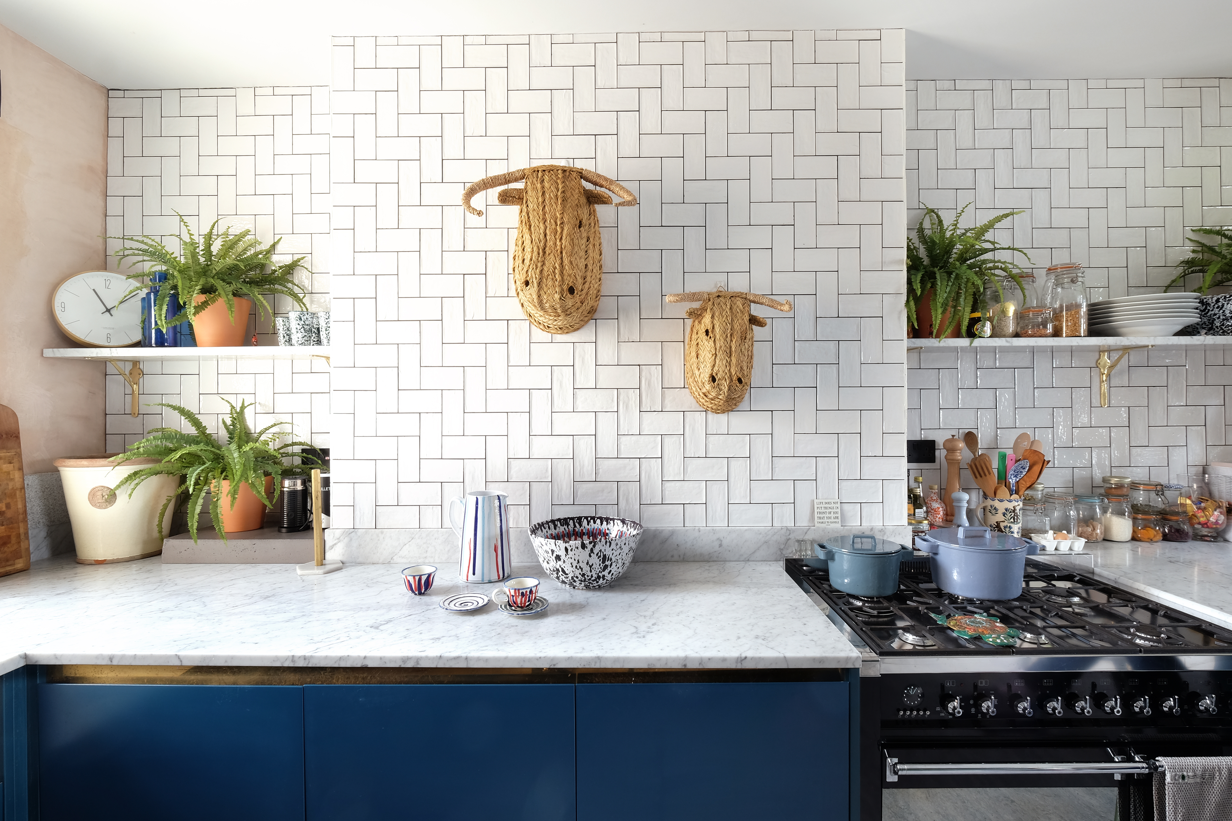 Basic White Tile Kitchen Backsplash Inspiration | Apartment ...