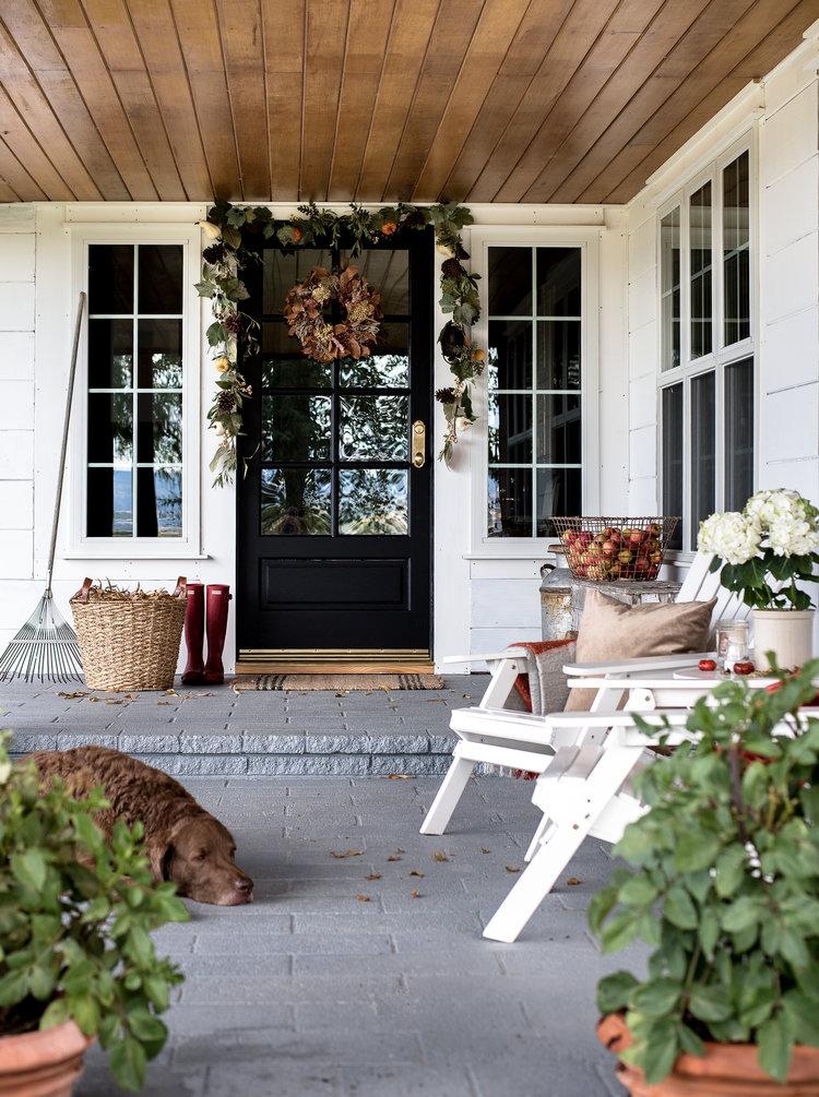 Front Porch & Door Decorating Ideas for Fall | Apartment Therapy