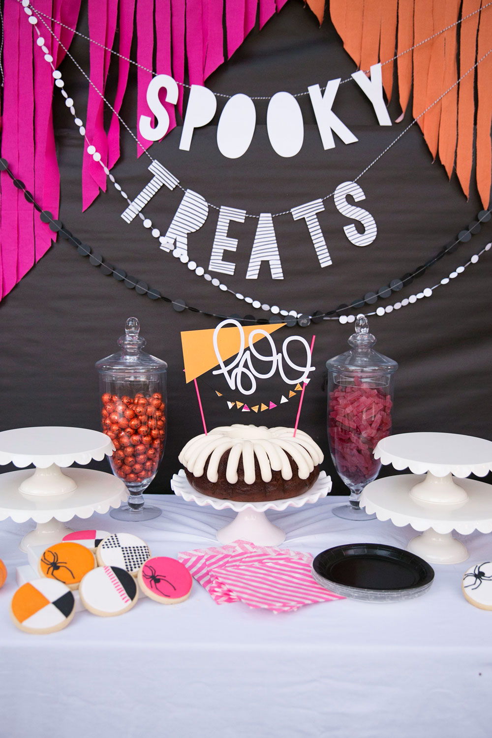 Halloween Party Table Decorating Ideas