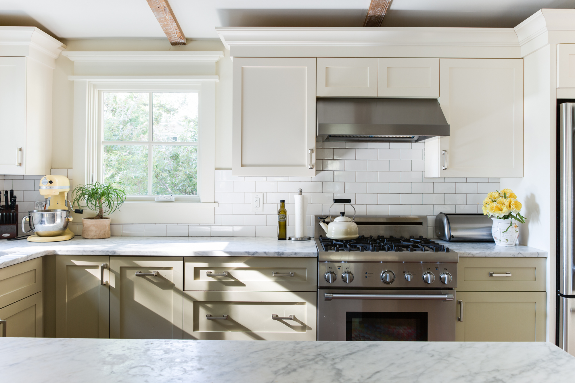 Best Cabinet Doors for Modern Farmhouse Style Kitchens ...