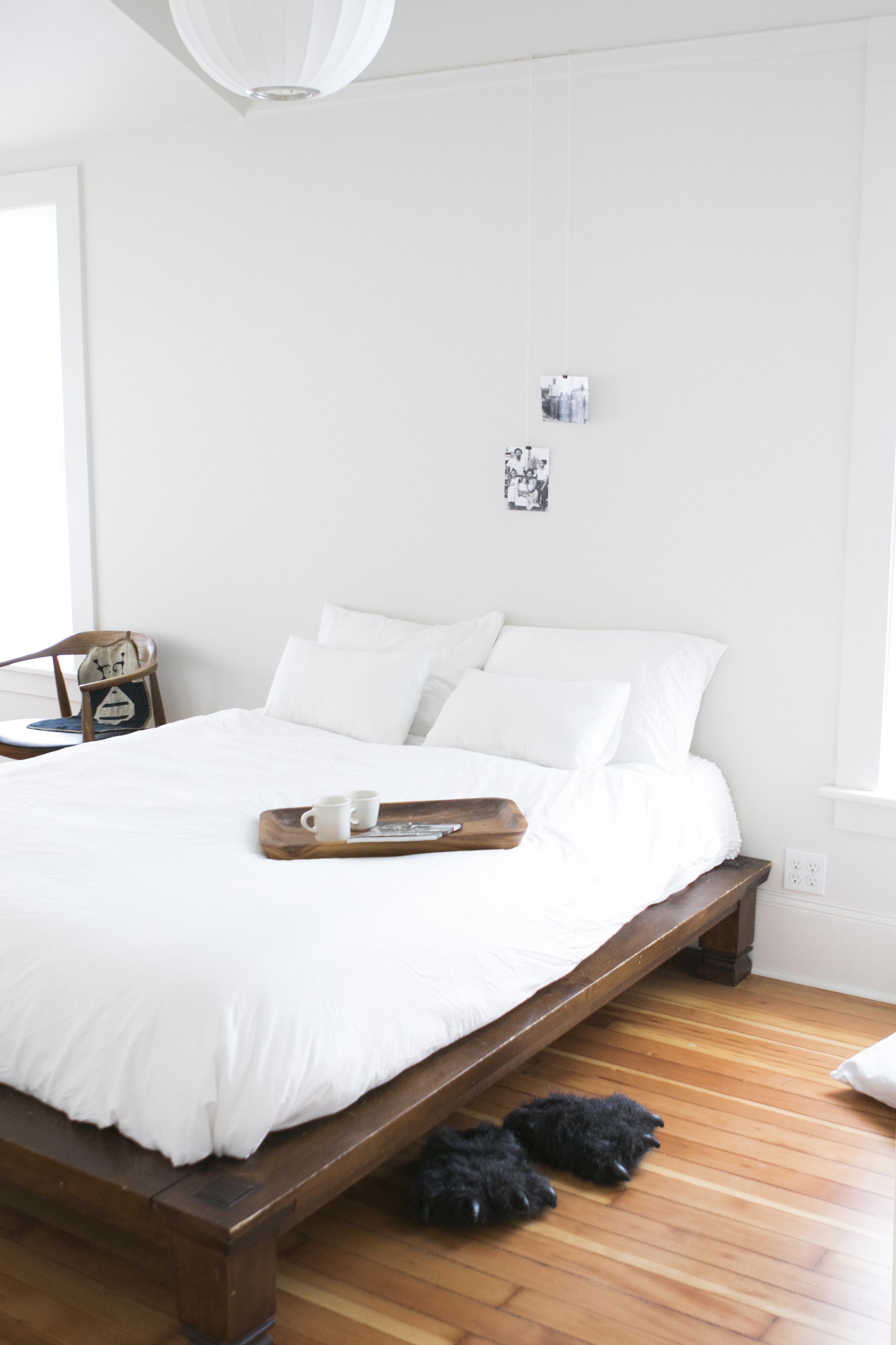 Minimalist Bedroom Ideas (That Aren\'t Boring) | Apartment ...