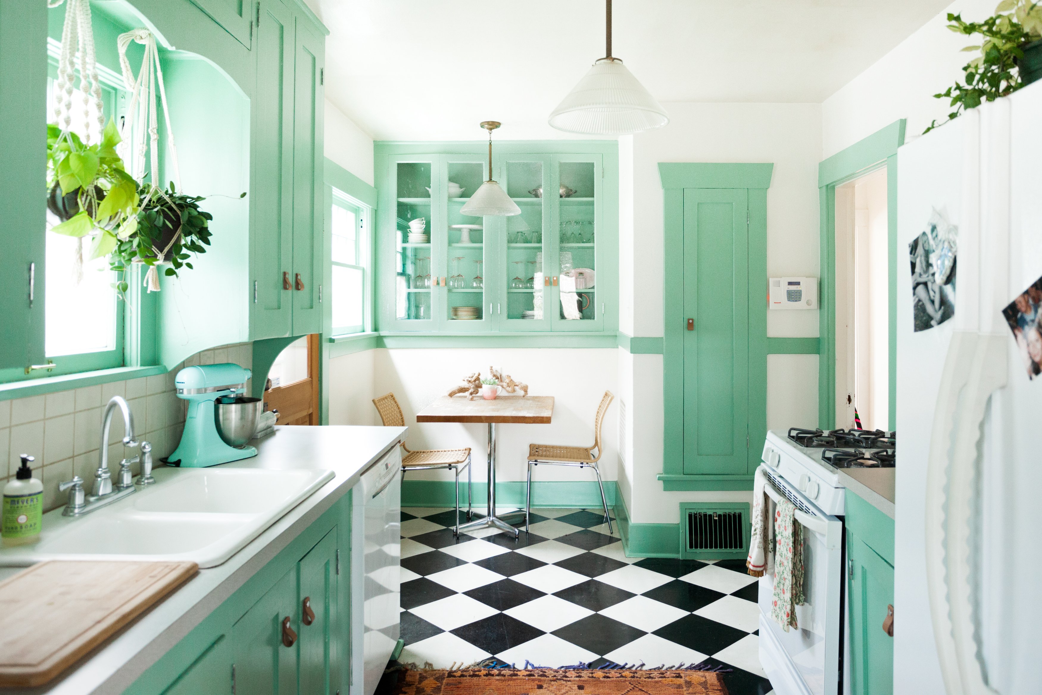 Stupendous The Best Paint Colors For Your Kitchen Apartment Therapy Interior Design Ideas Inesswwsoteloinfo