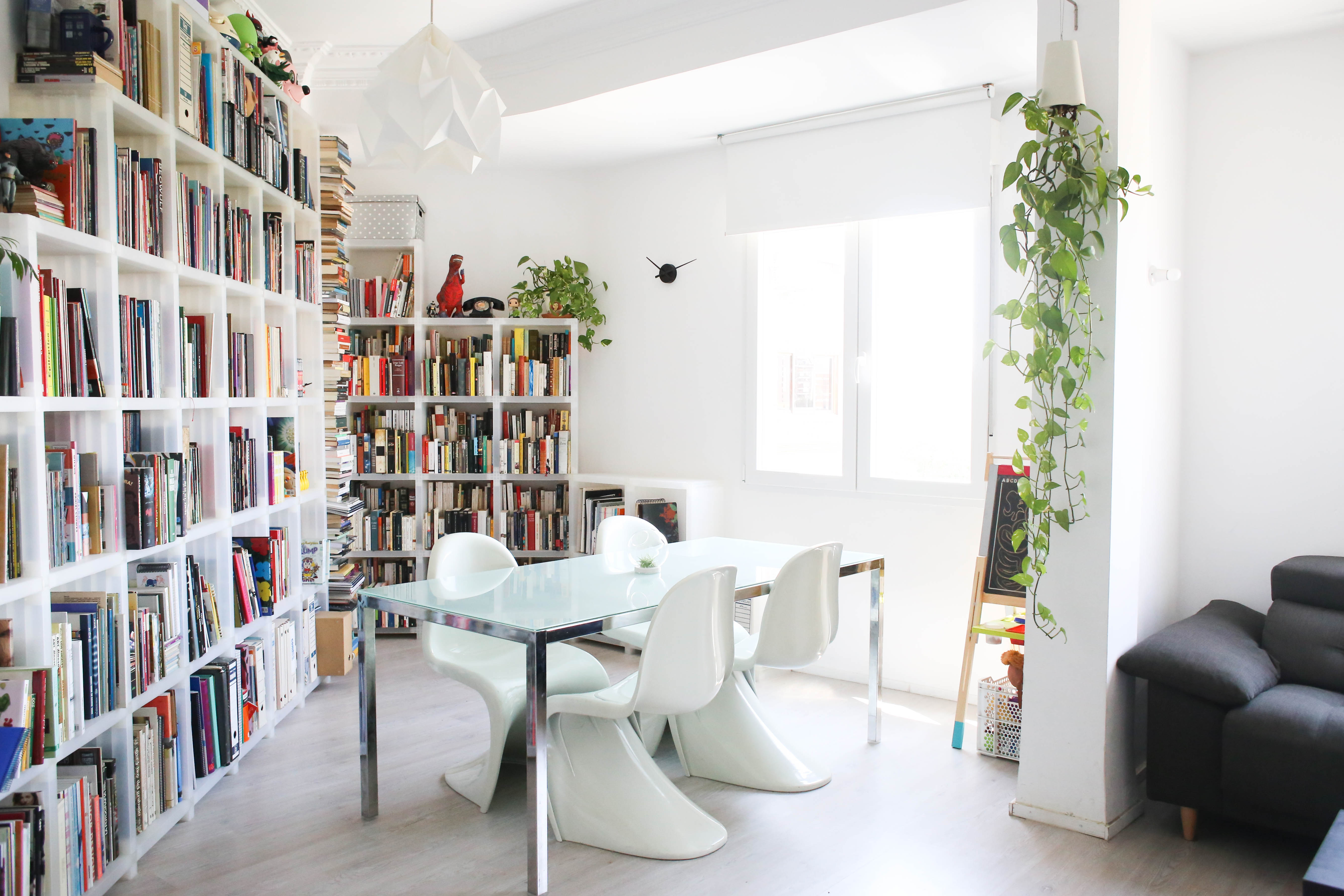 The Best Ways To Decorate With Bookshelves Apartment Therapy