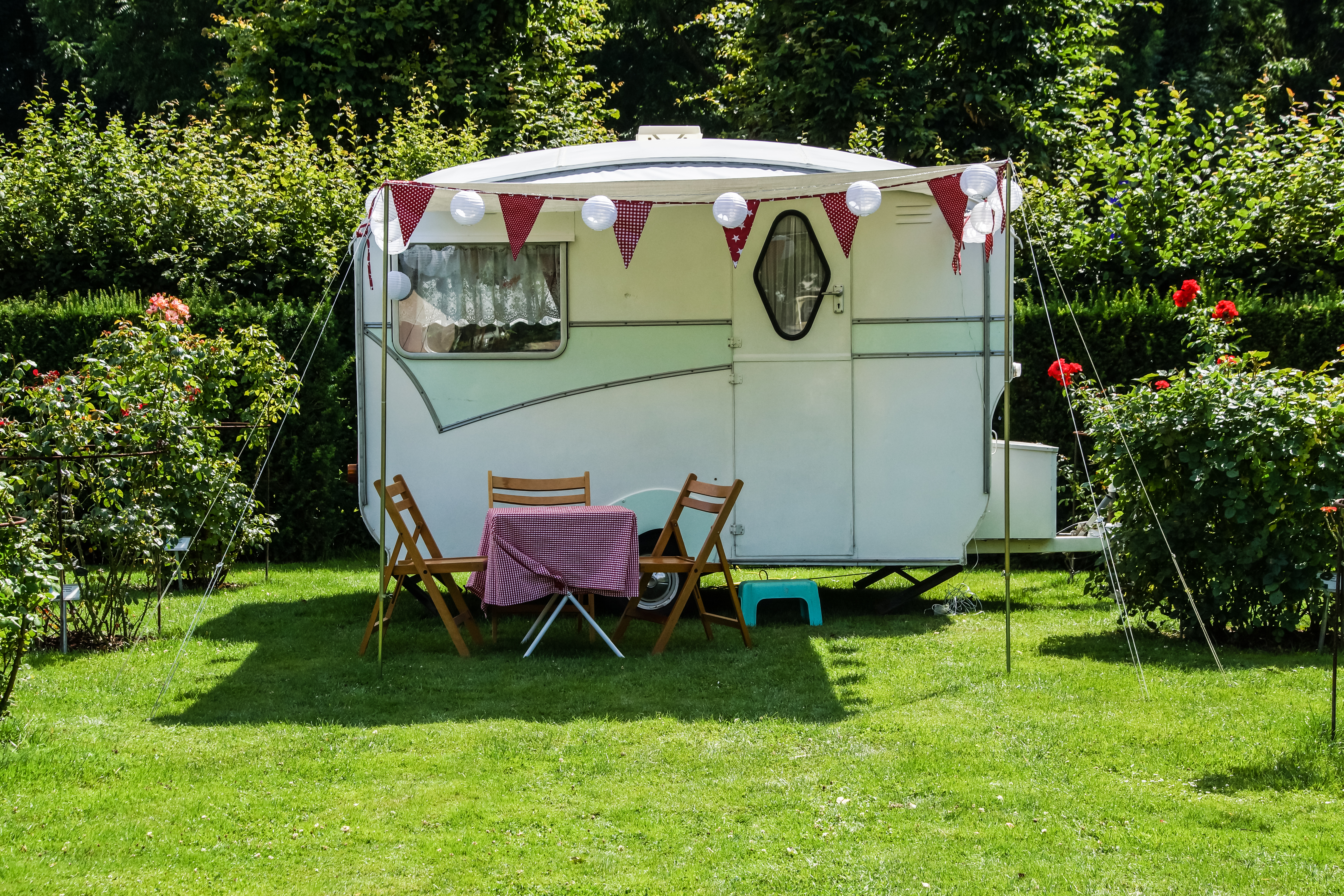 Best Vintage Travel Trailers Exterior Paint Jobs Apartment Therapy
