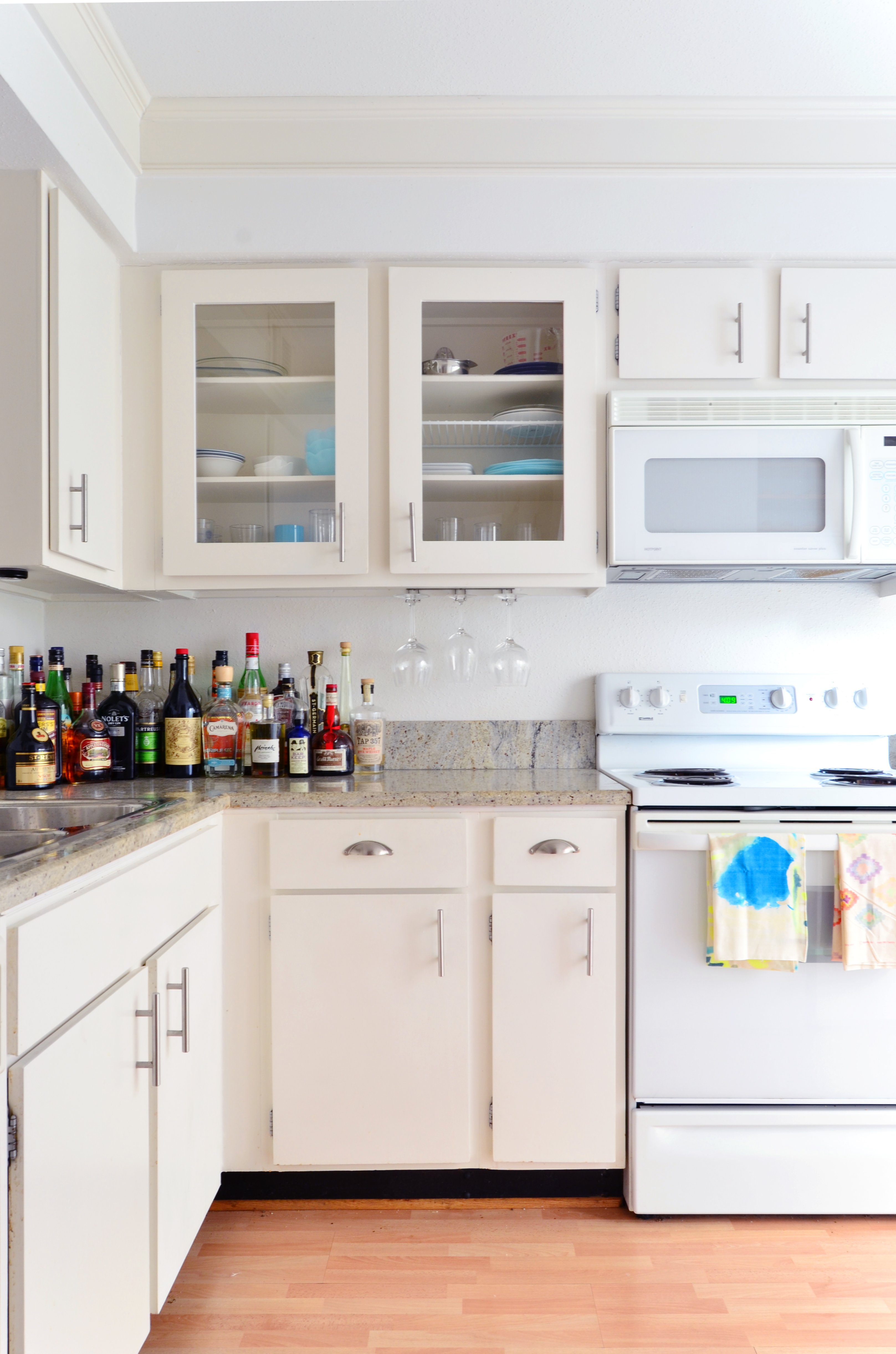 Glass Front Kitchen Cabinet Doors - Pros, Cons | Apartment ...