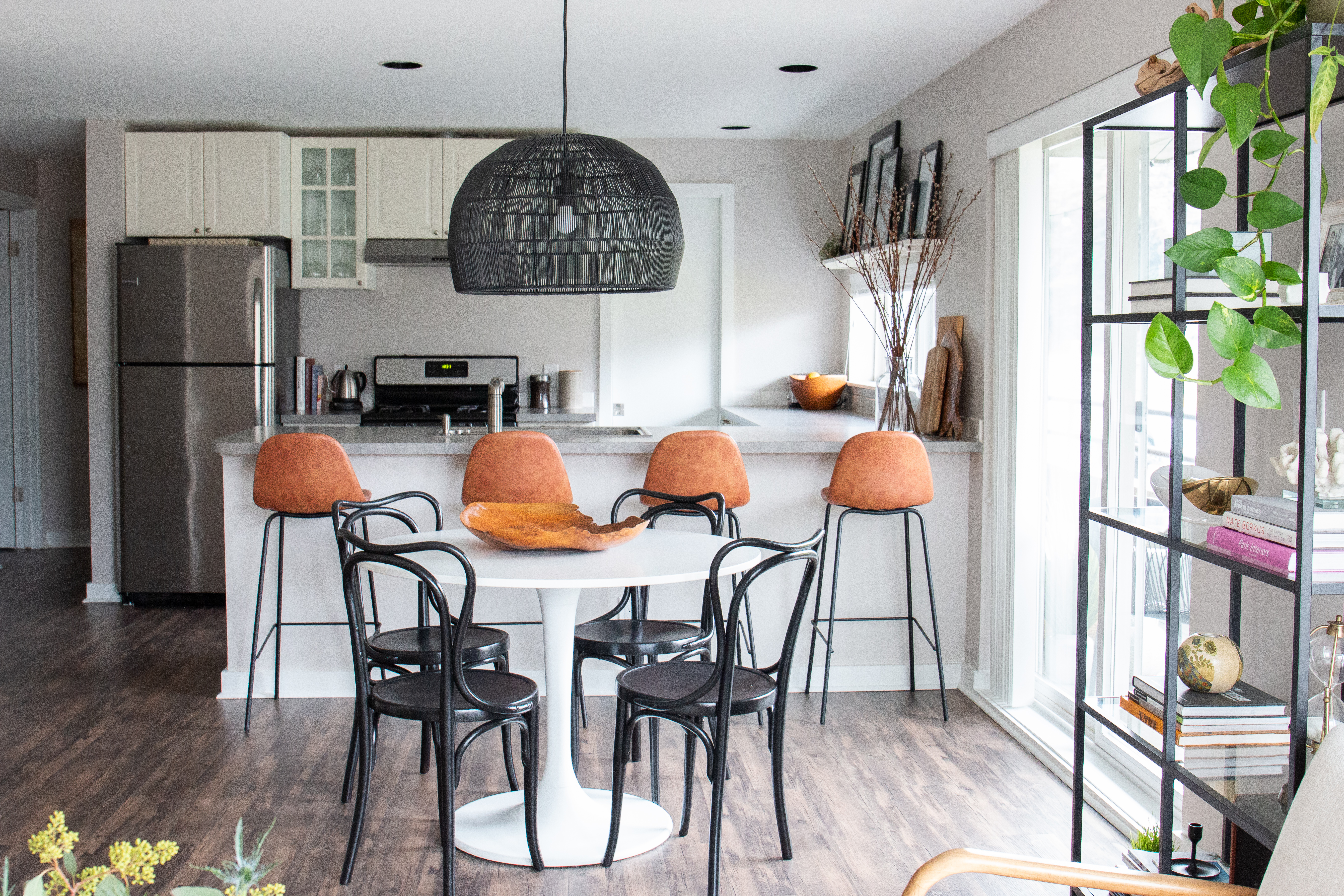 See This Photographer S Total Apartment Decor Overhaul