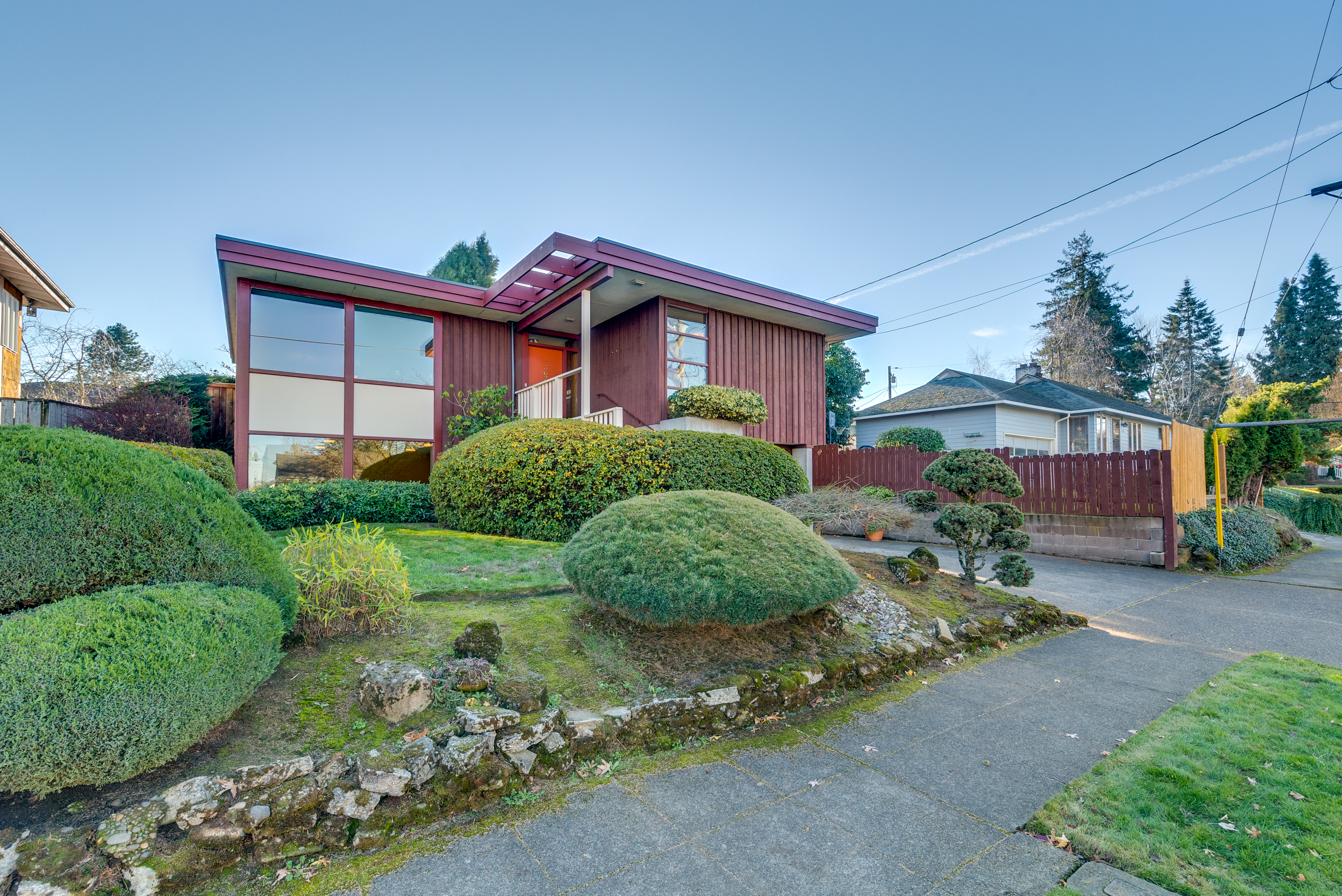 Picture of: Frank Lloyd Wright Inspired Portland Home For Sale Photos Apartment Therapy