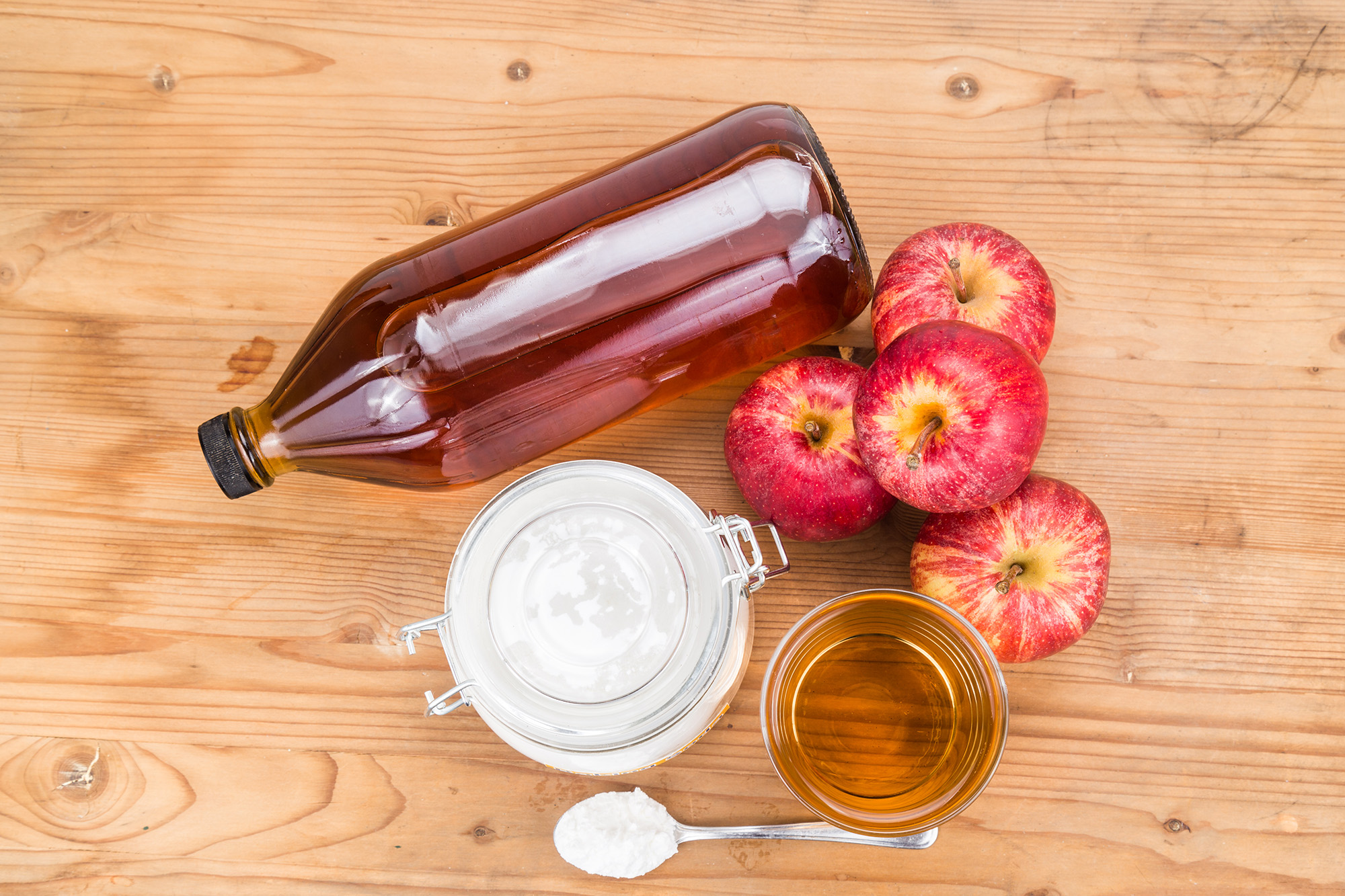 13 Ways to Clean Your Home with Apple Cider Vinegar