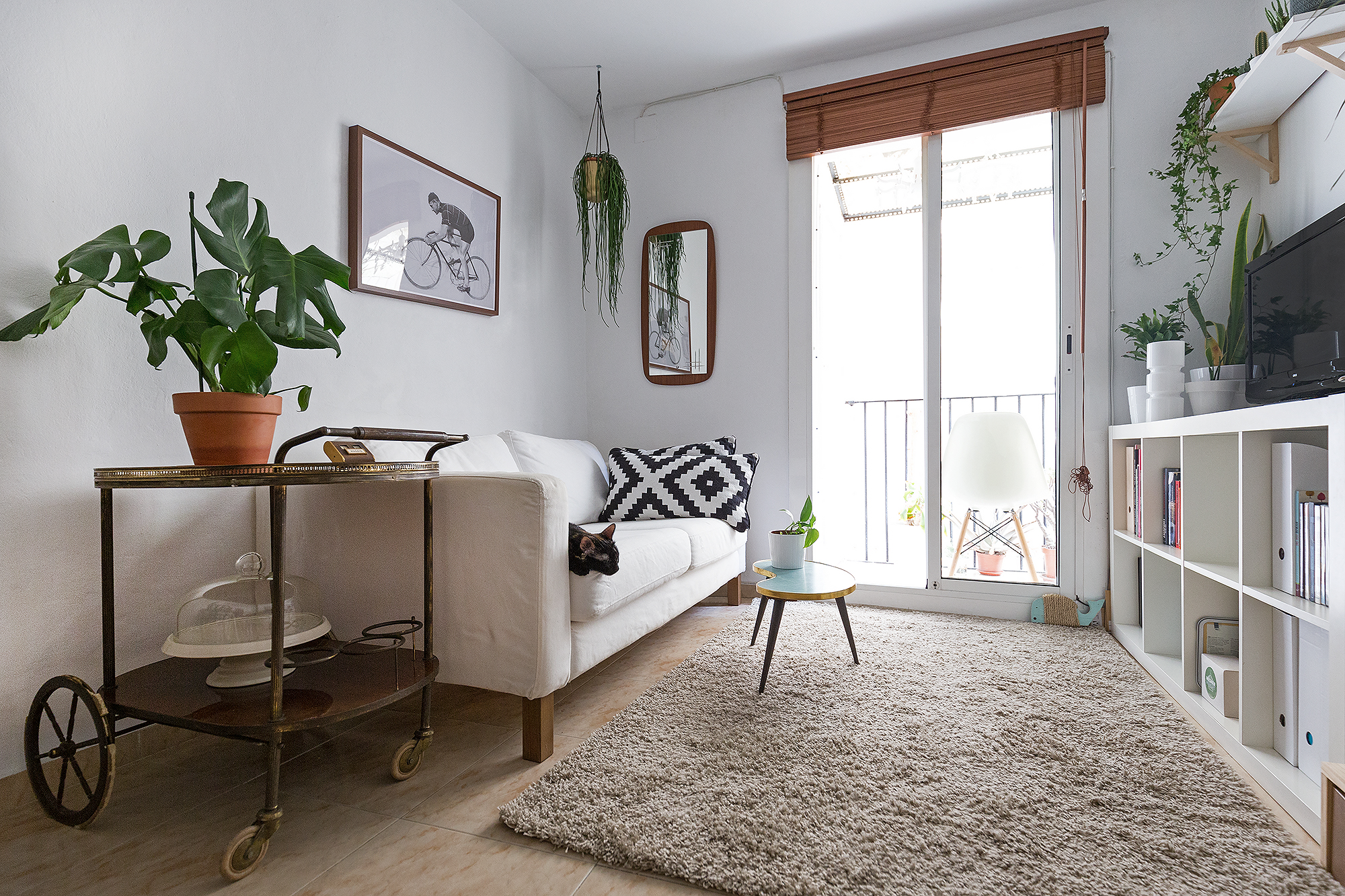 How to Design a Small Space Living Room | Apartment Therapy