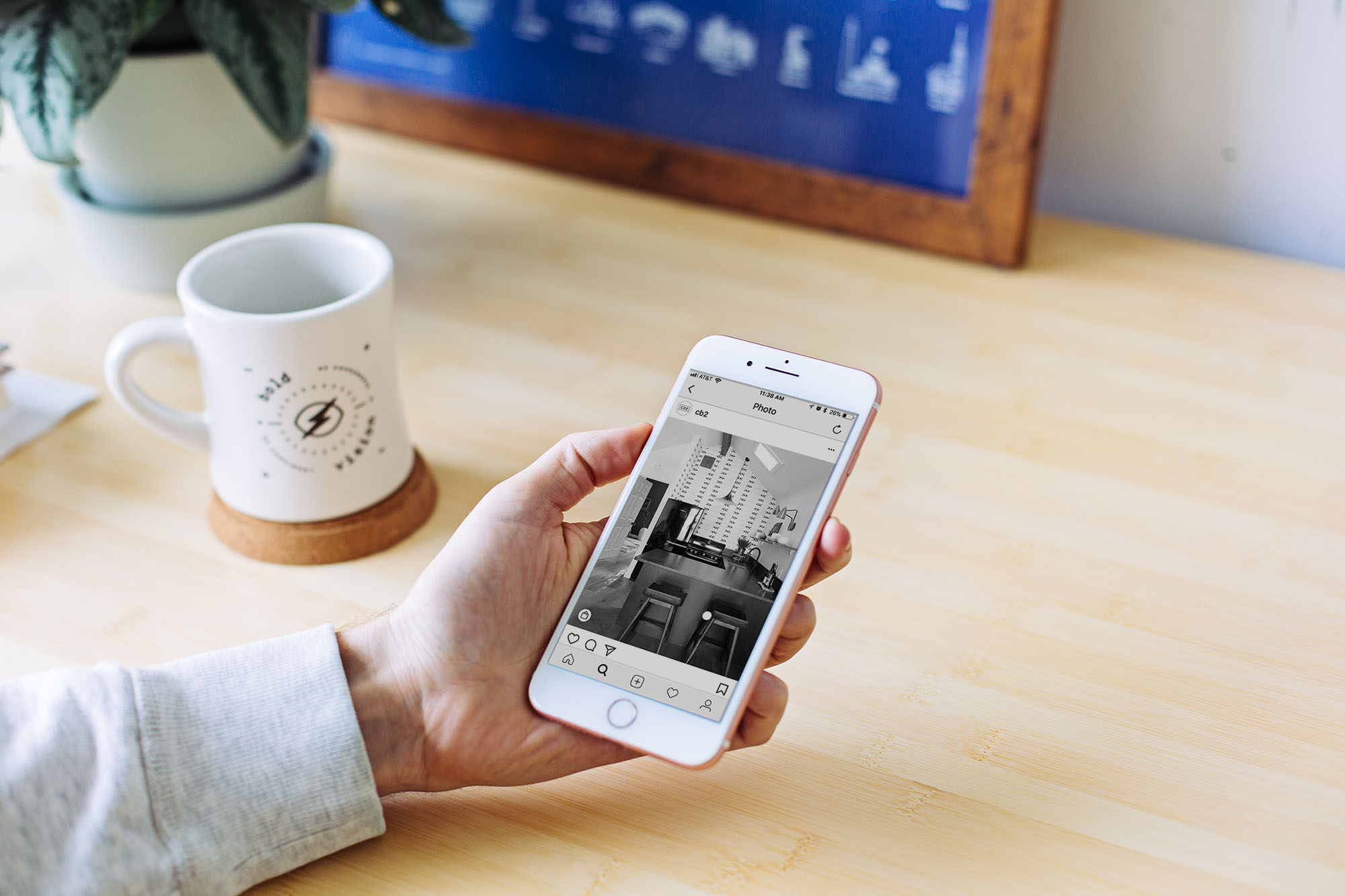 Your Smartest Friends Are Using Their Phone's Black-and-White Setting, Here's Why