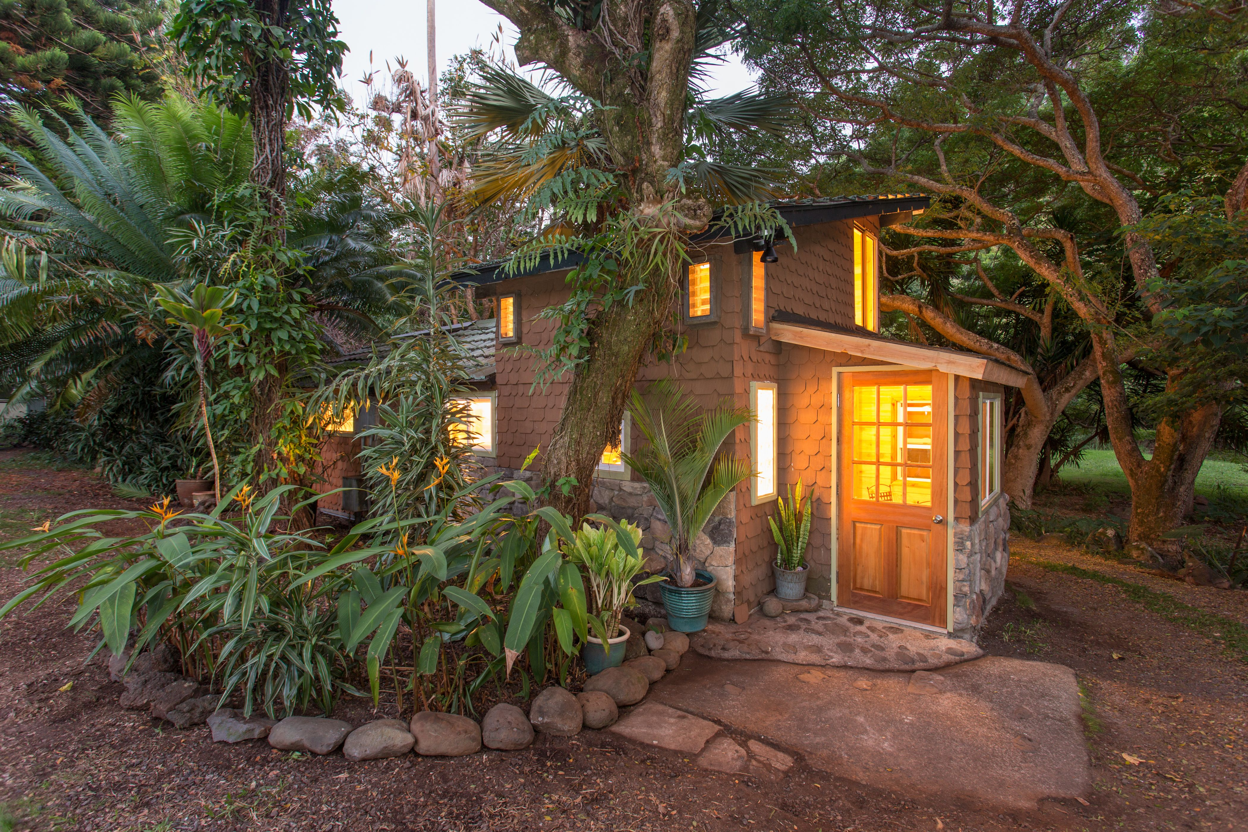 You Can Rent These Former Celebrity Homes on Airbnb