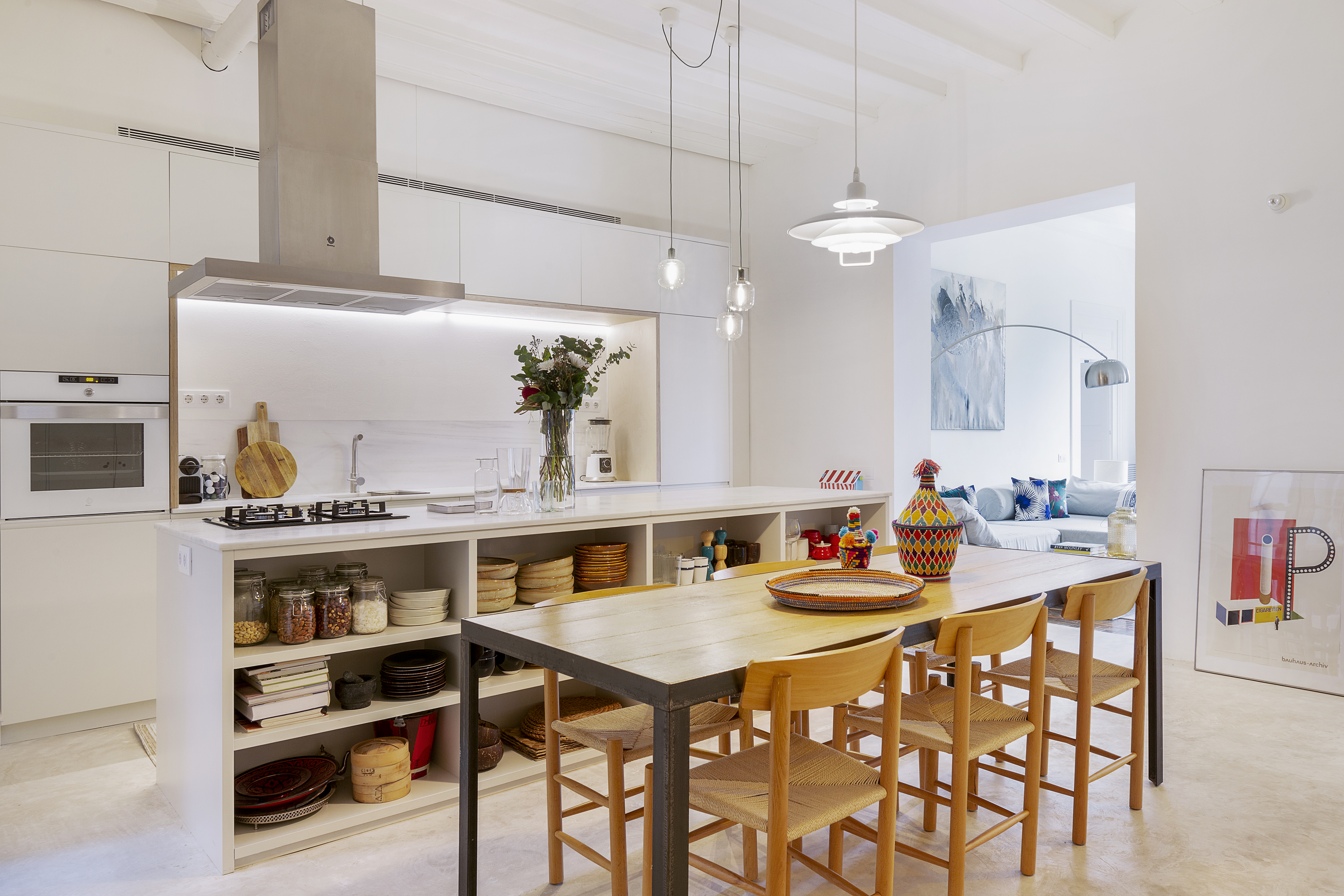 A Barcelona Home Blends Natural Materials and Minimalism Beautifully