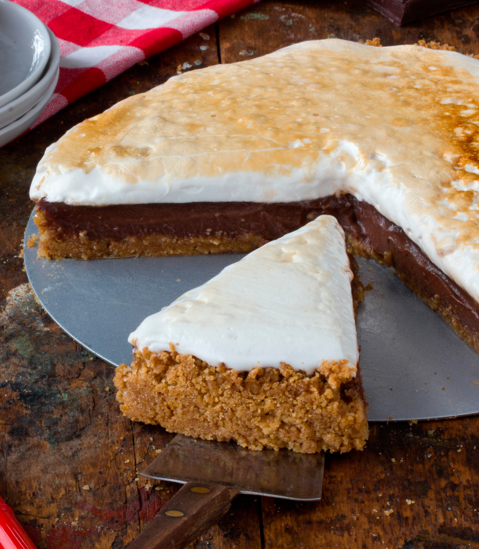 Recipe: Gooey, Crunchy, Chocolate-Filled S'mores Pie | Kitchn