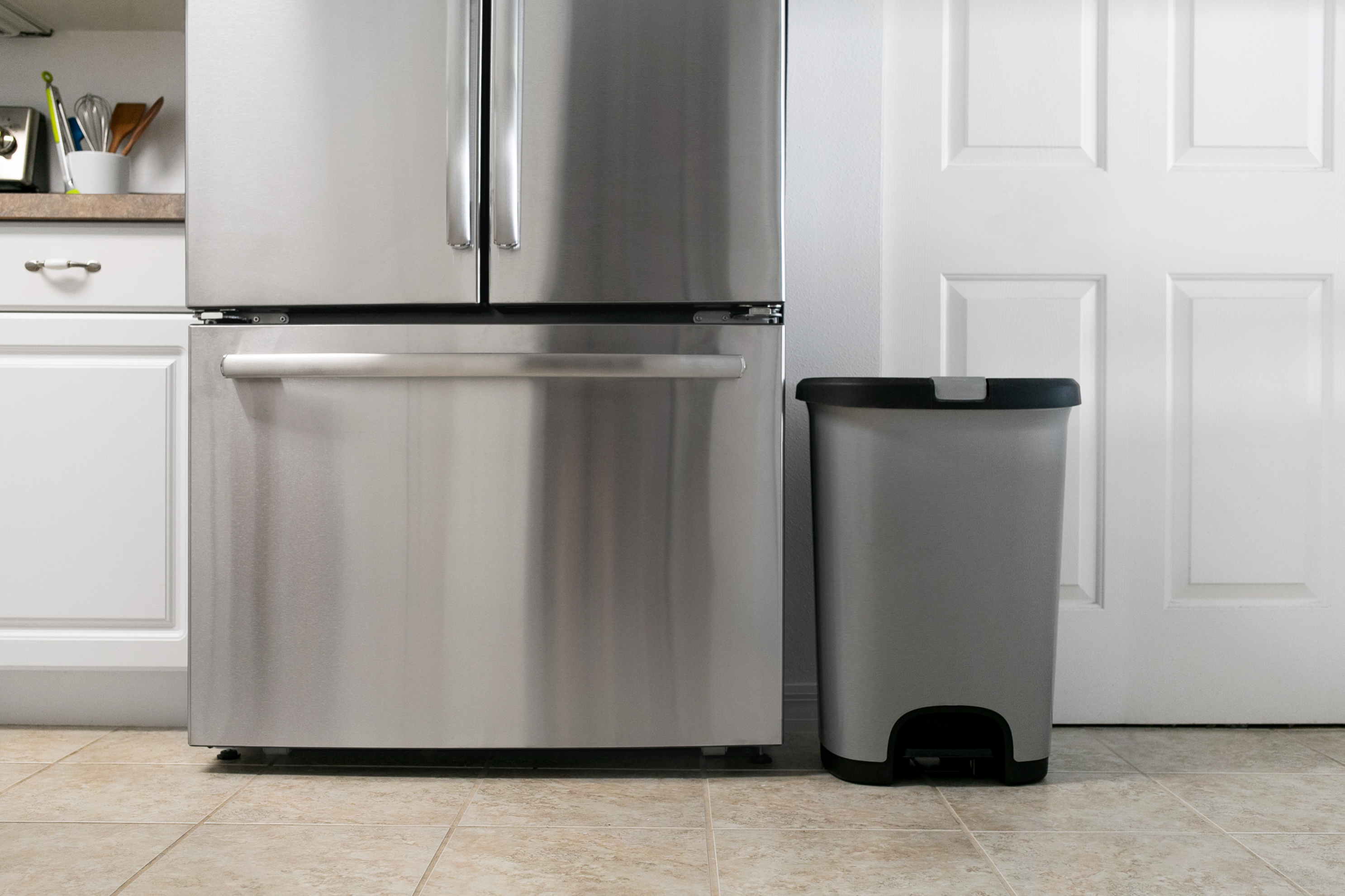 How To Clean a Kitchen Trash Can
