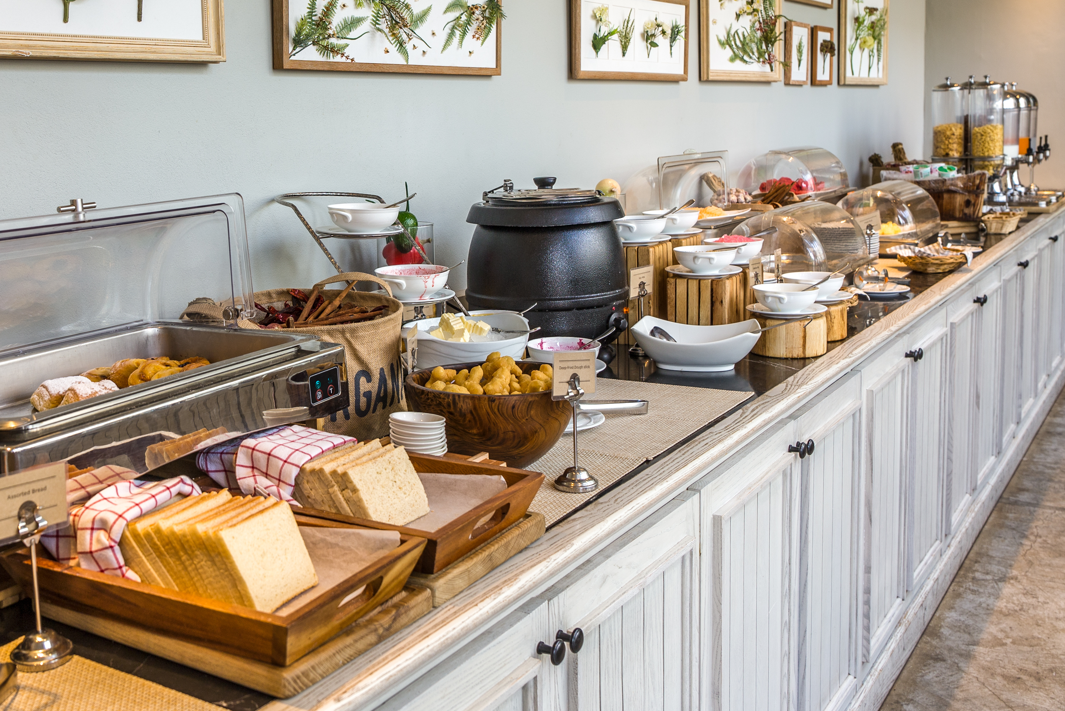 Terrific 7 Ways To Eat Better At A Hotel Breakfast Buffet Kitchn Home Interior And Landscaping Eliaenasavecom