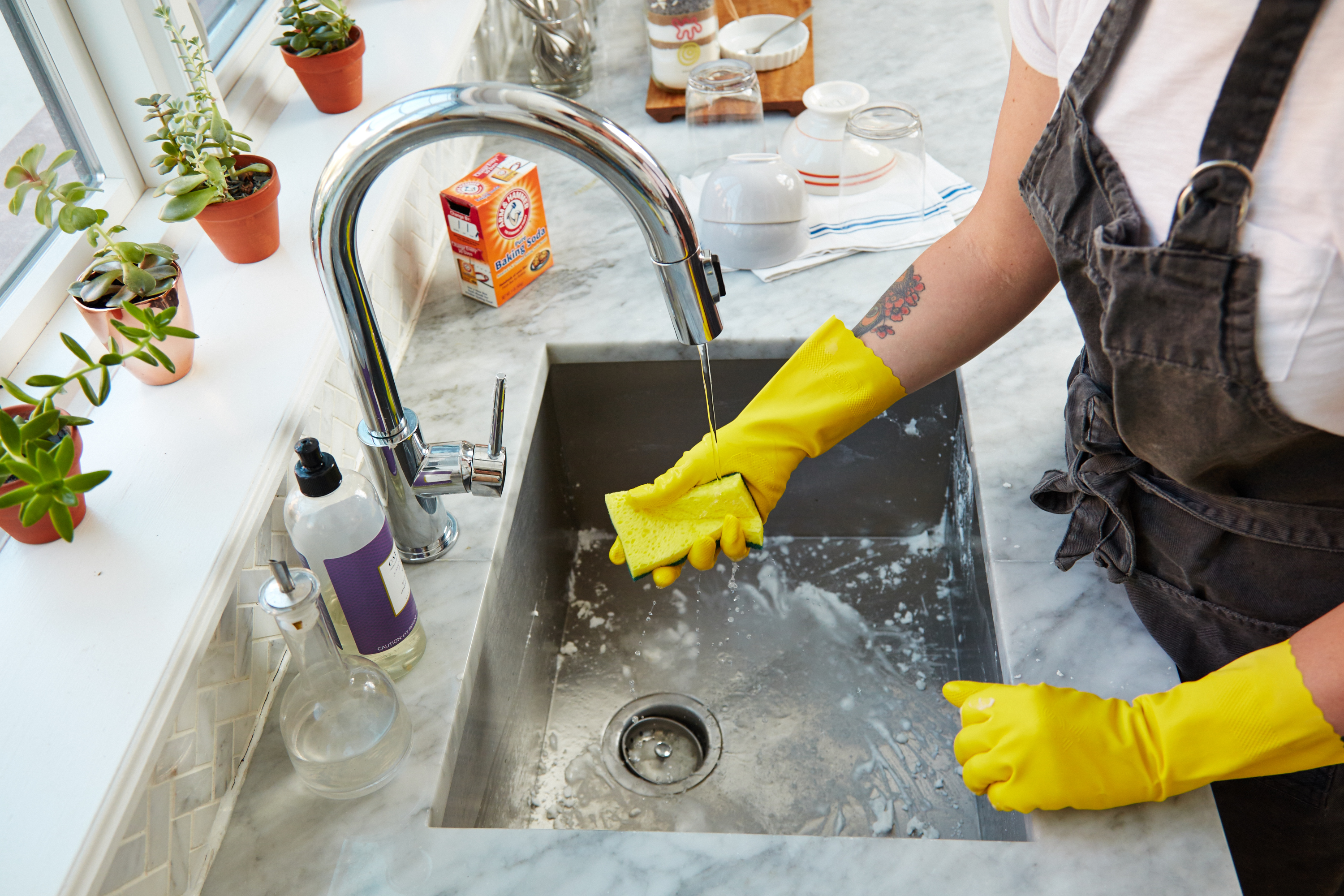 5 Surprising Things I Learned from Washing Dishes with Gloves for a Week