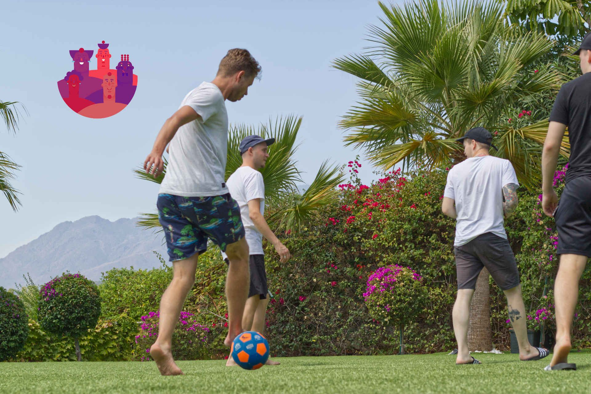 Geniemin pojat pelaa palloa