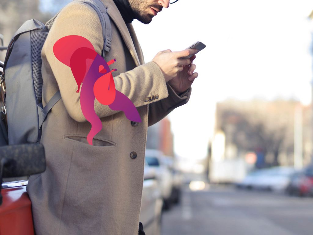 Mobiilimonster ja mobiilisovellusta käyttävä mies