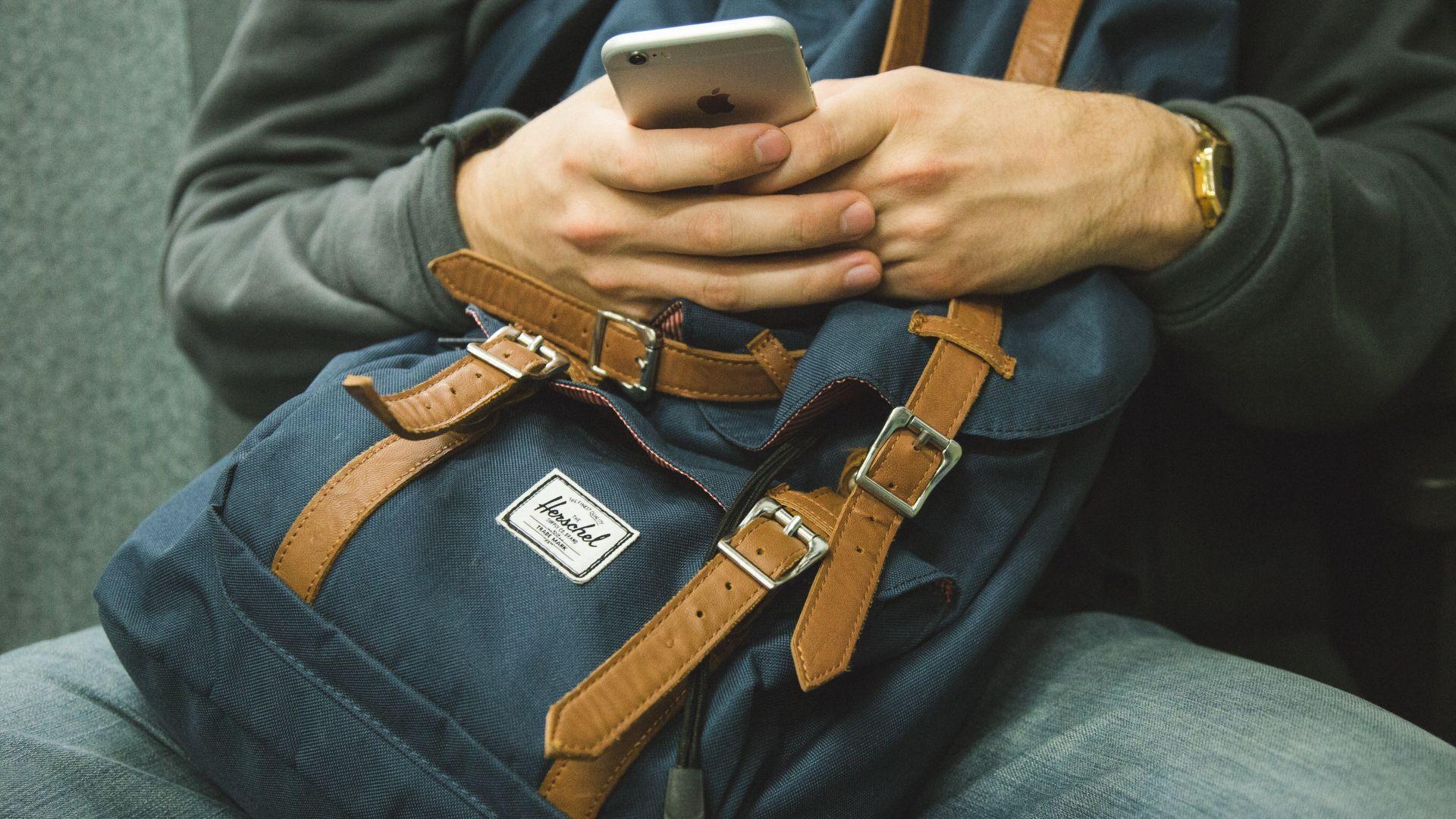 Mobiilisovelluksen käyttäjä