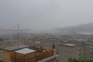 Disastro a Genova, crolla un viadotto della A10 (LE FOTO)