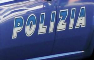 Ruba giubbotto in un negozio: arrestata