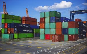 Porto di Genova: migranti trovati in un container