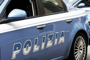 Rapinava anziane in ascensore, arrestata